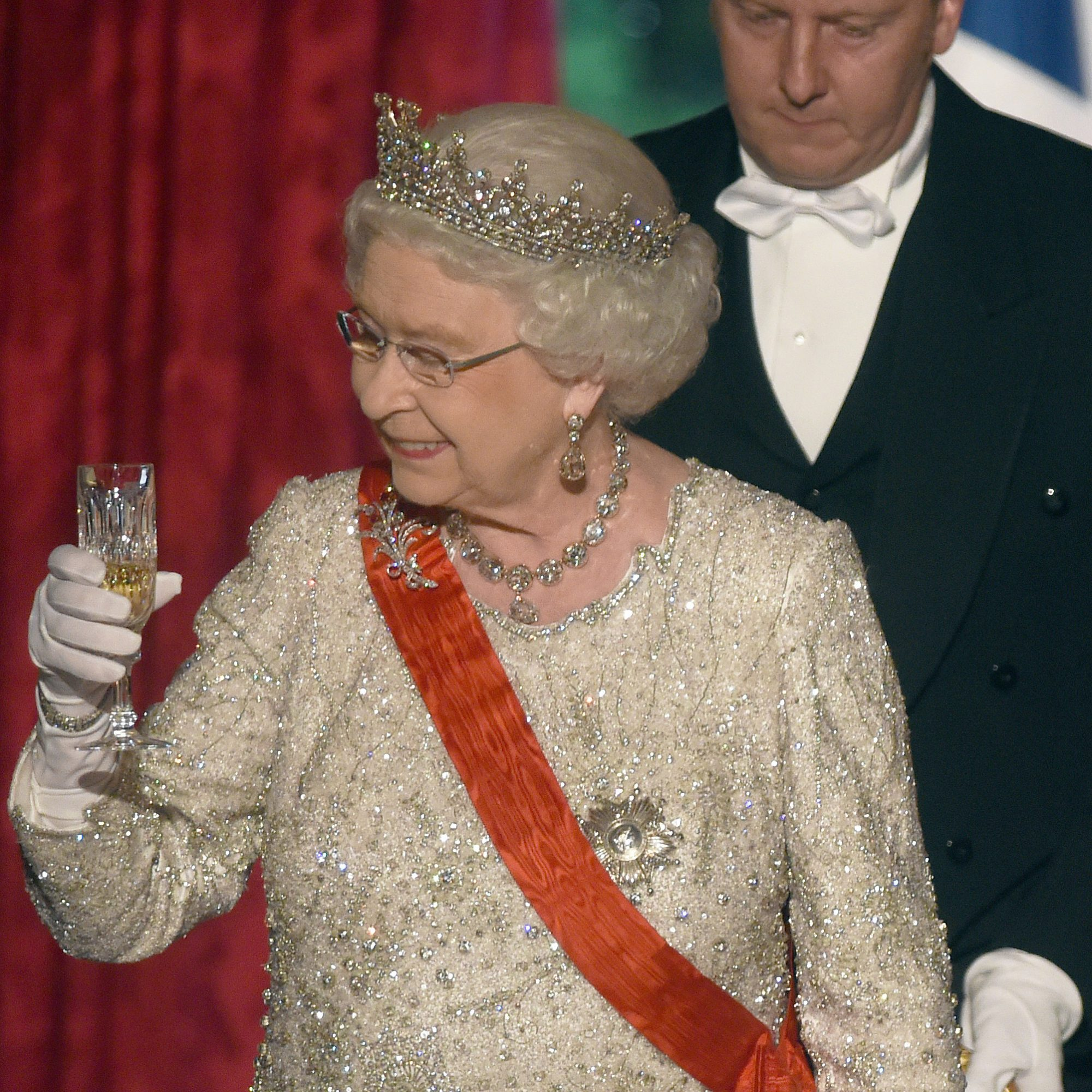 QUEEN DRINKING CHAMPAGNE FWX
