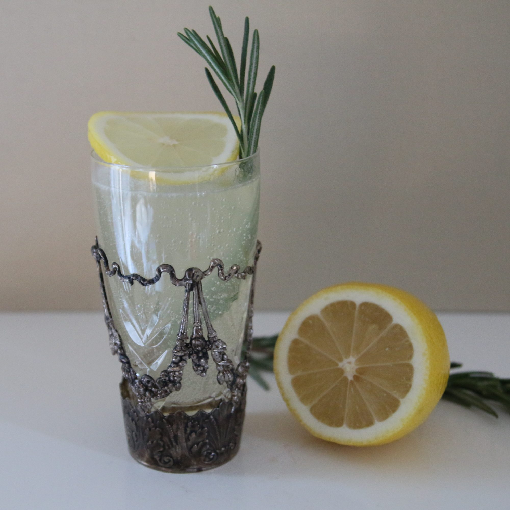 lemon and wine cocktail