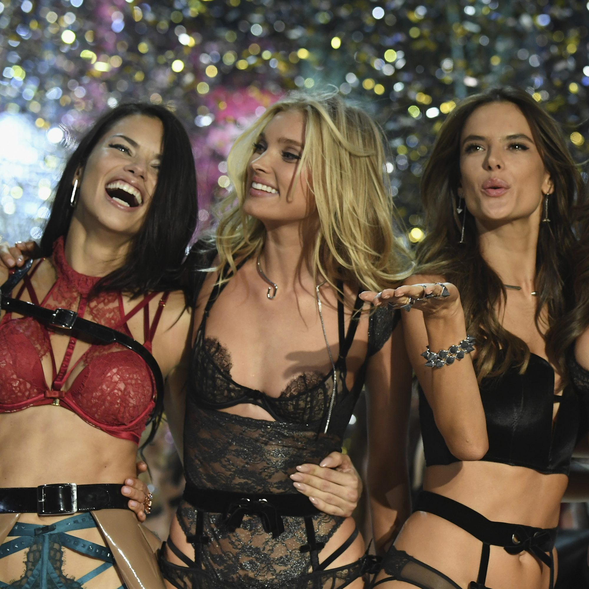 victorias-secret-models-eating-fwx