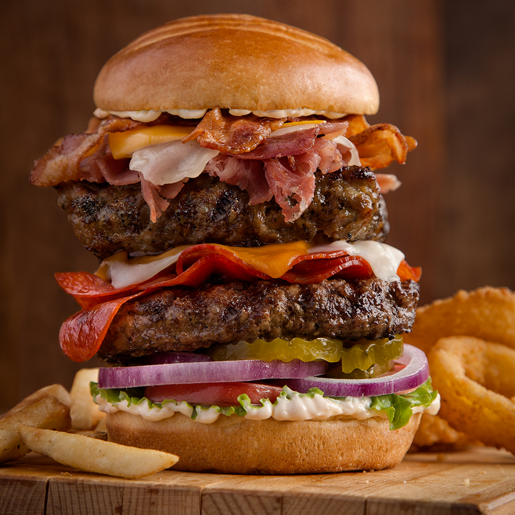 whole hog burger, burger, Uno Pizzeria & Grill