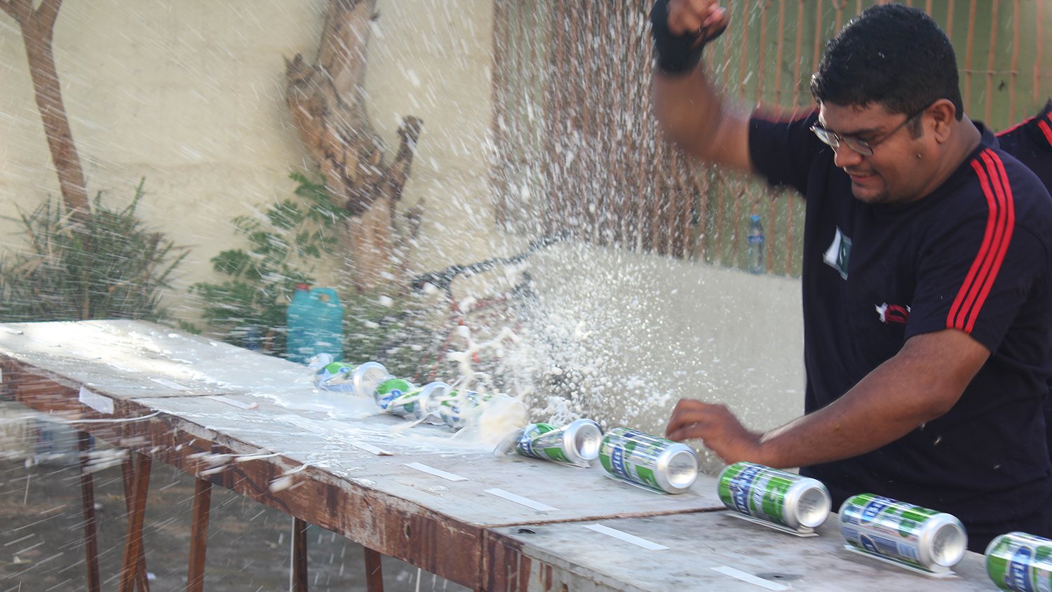 martial artist crushes cans and breaks world record