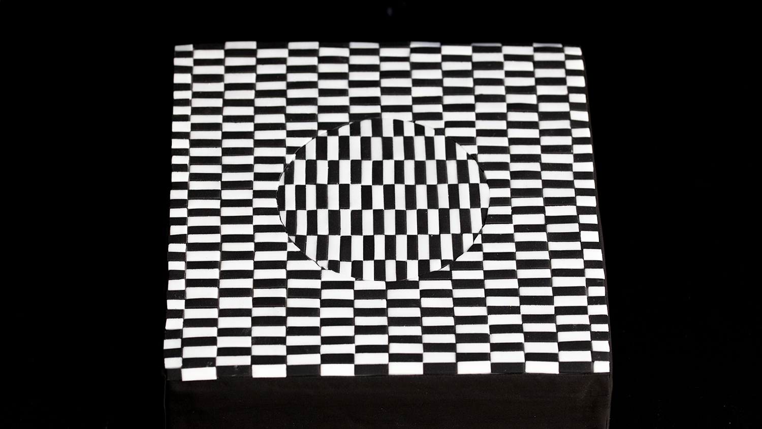 This Optical Illusion Cake Is Deliciously Confusing