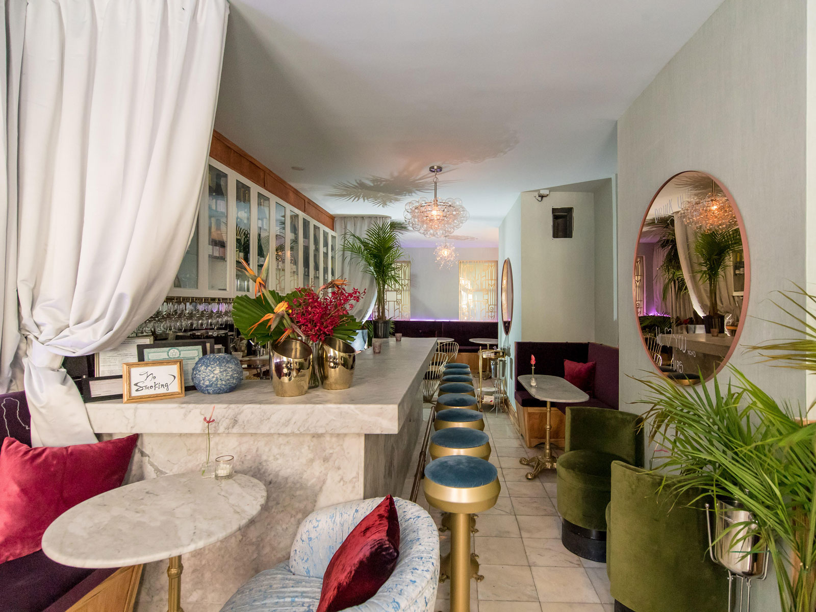 You Need to Visit This Champagne Bar's Bathroom