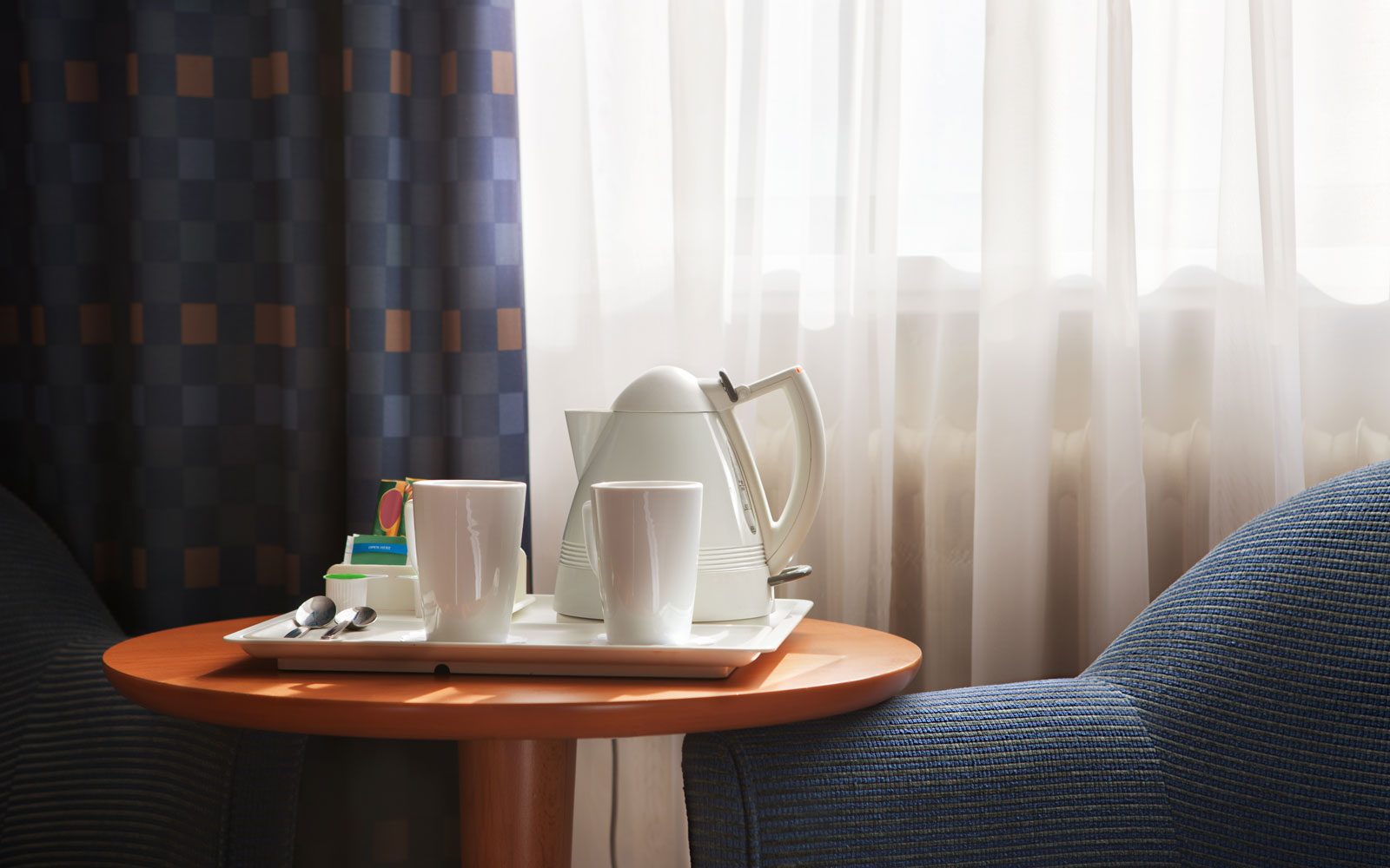 hotel room kettle