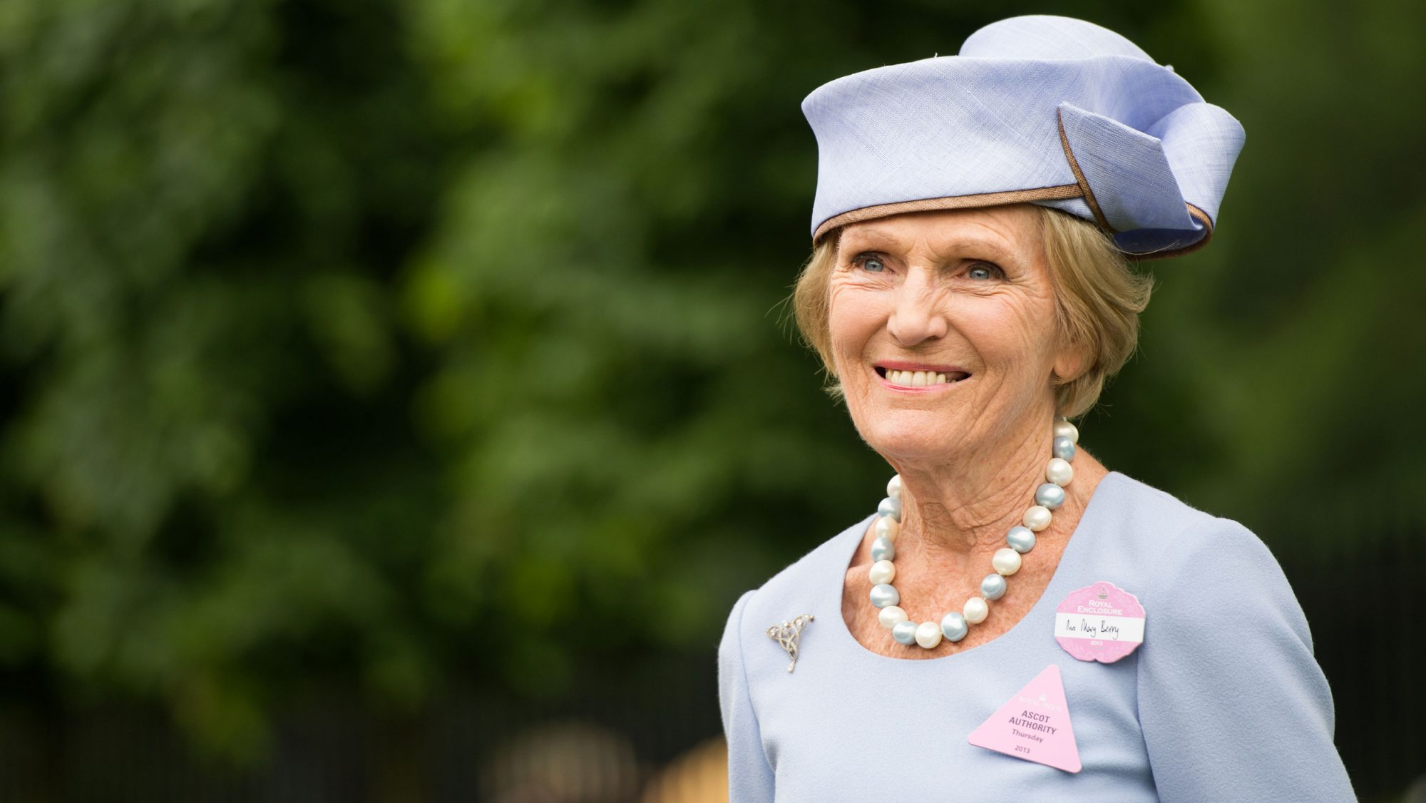 'Great British Bake Off' Contestant Cracks Joke About Mary Berry