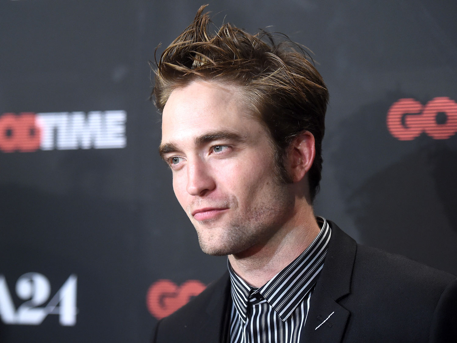 robert-pattinson-hot-dog-FT-BLOG0817.jpg
