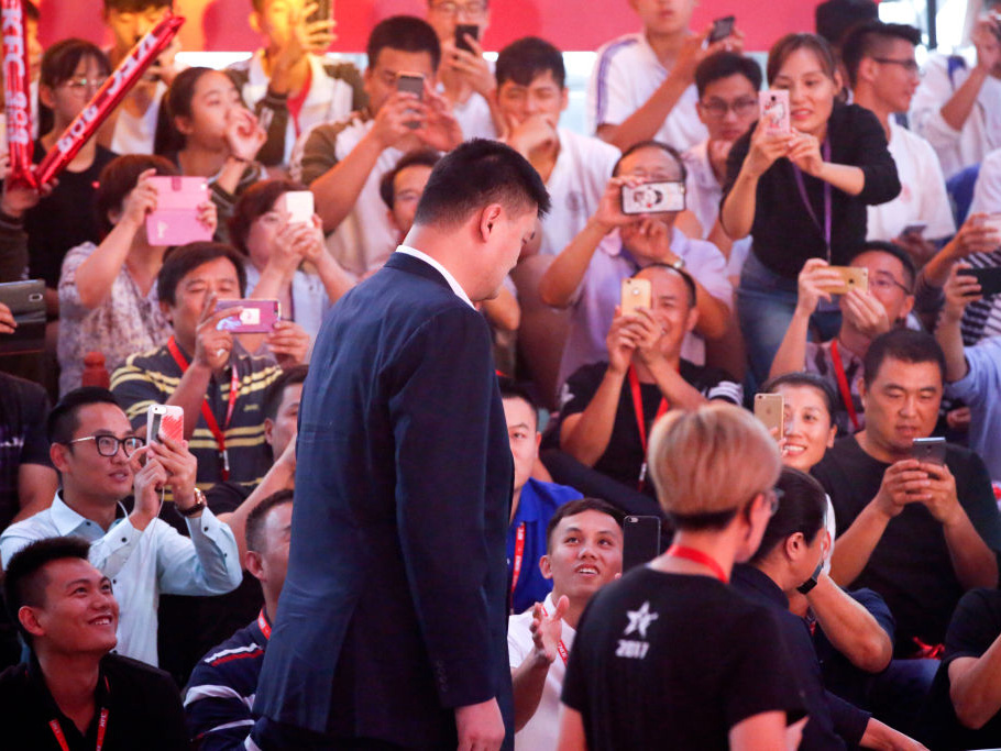 KFC Yao Ming Crowd
