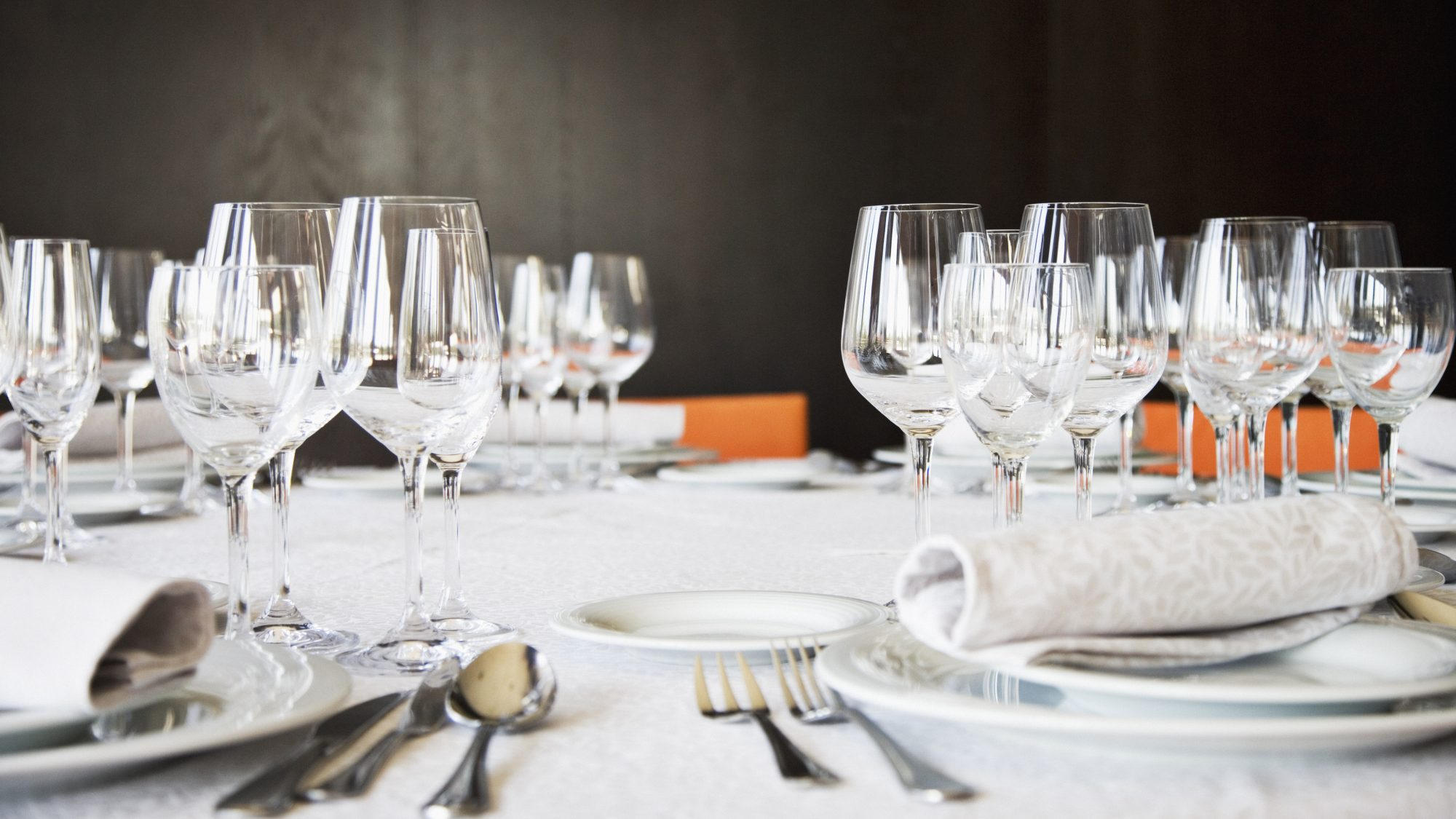 Fancy restaurant table setting - 6 Fancy Restaurant Rules You Can Forget About