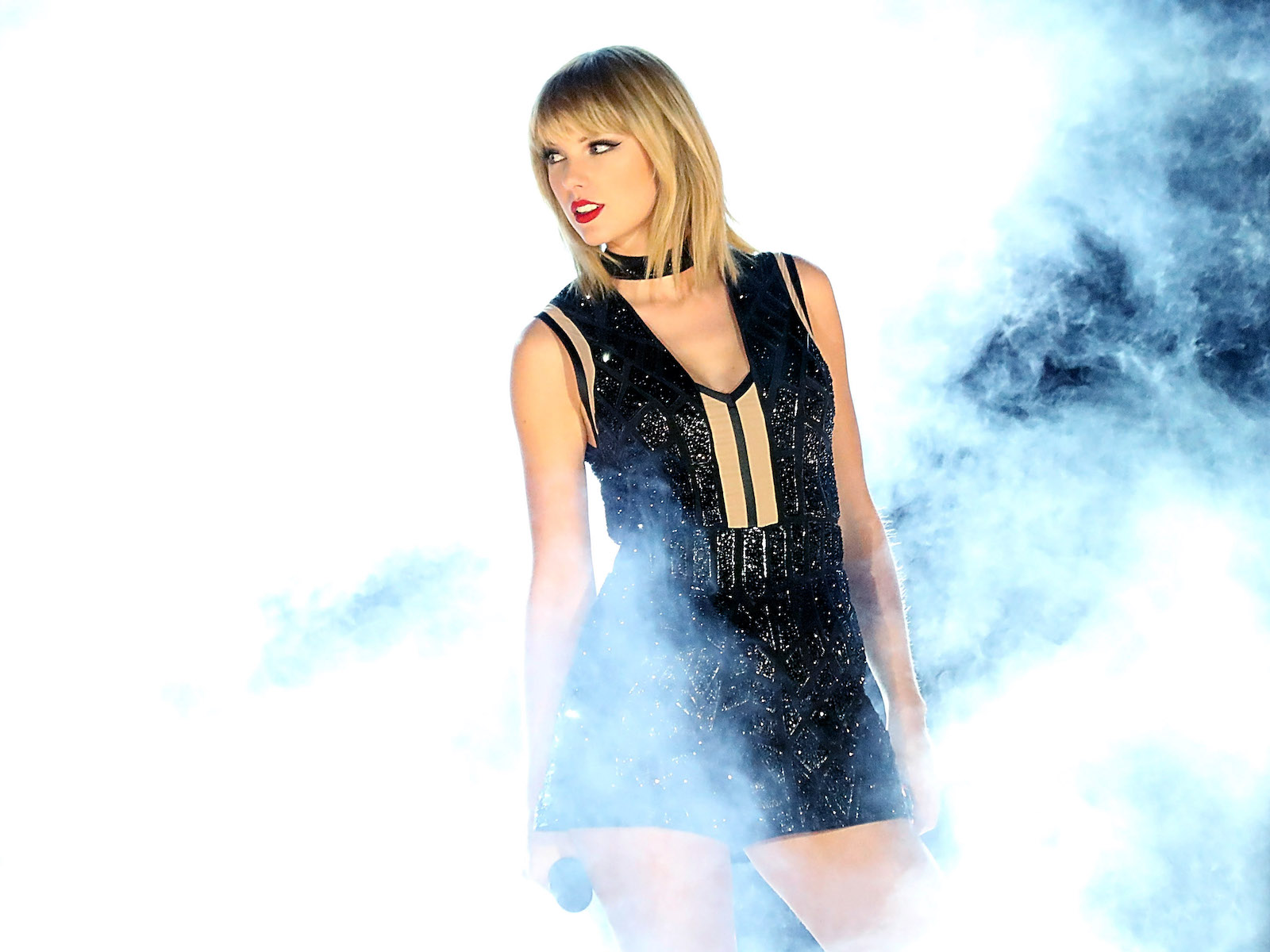 Taylor Swift Took Fireball Whiskey Shots at Surprise Show