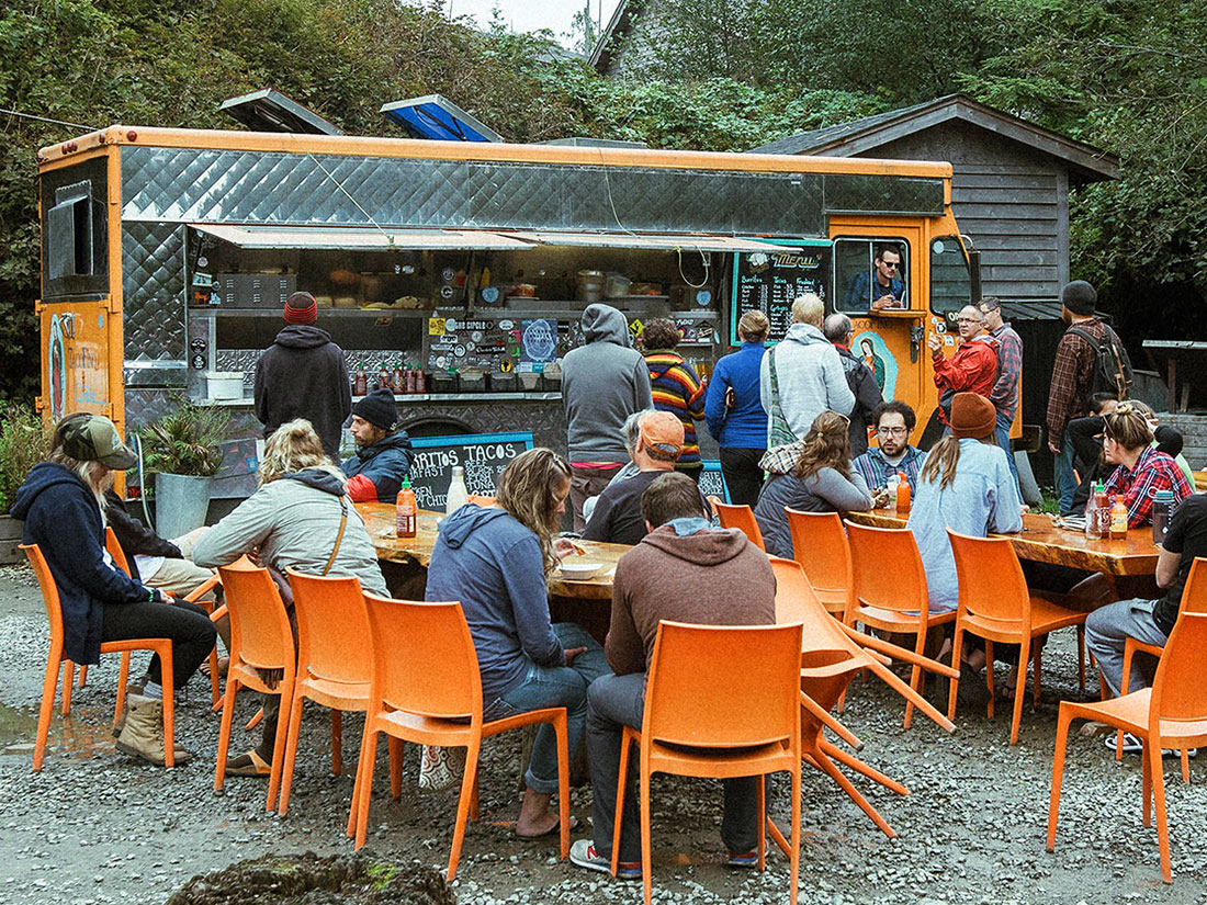 outdoor eating at tacofino in tofino