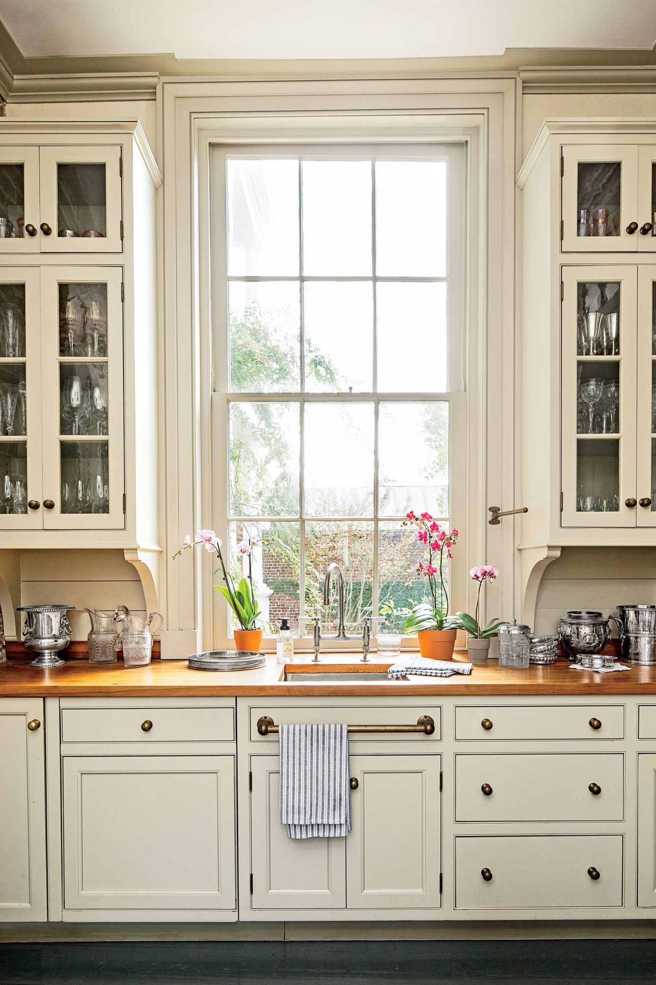 Here's Why You Should Rethink Your Kitchen Cabinets