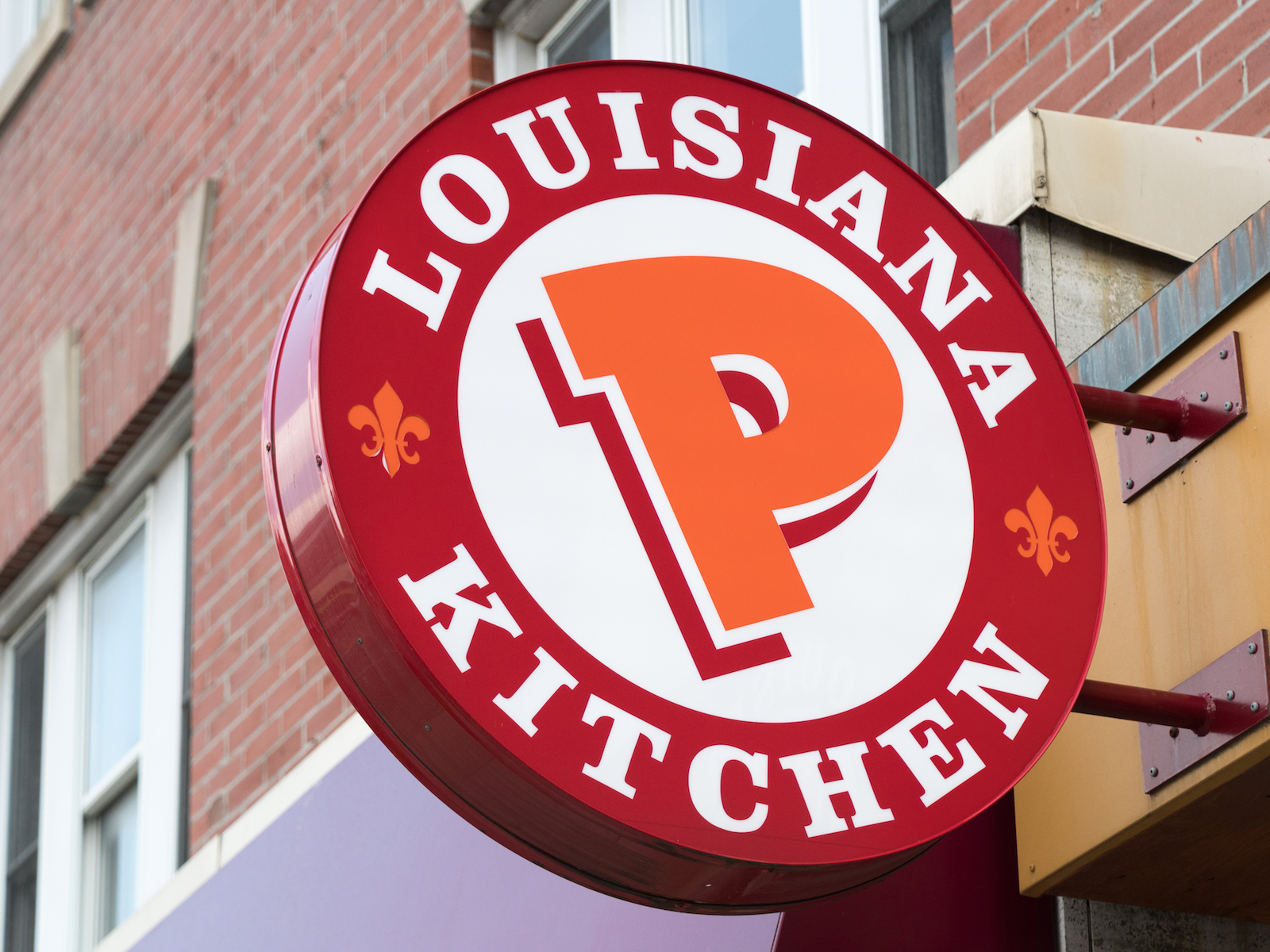 Restaurant serves Popeyes chicken