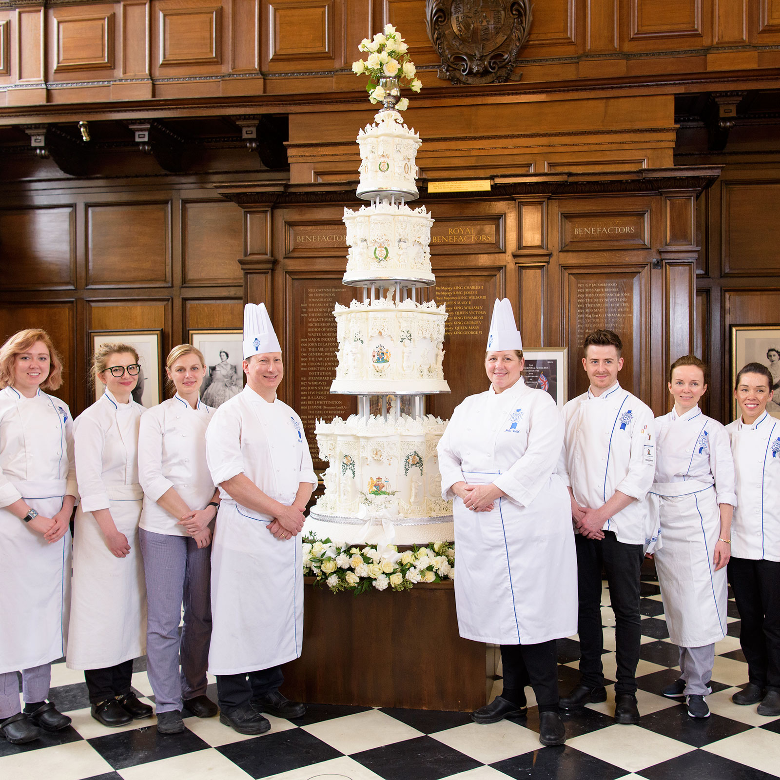 queen elizabeth wedding cake recreated