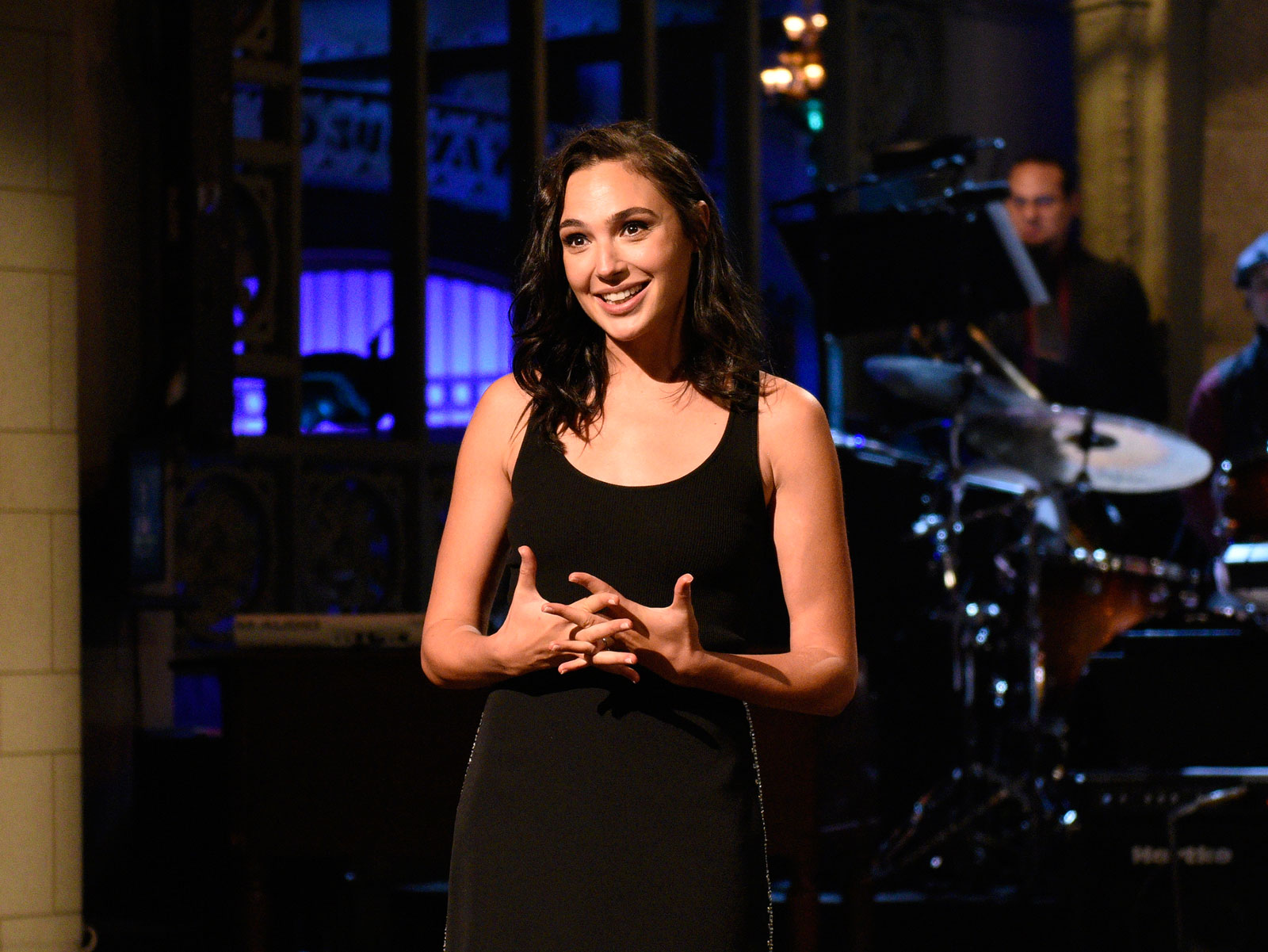 Gal Gadot Plays an Unapologetic Fry Thief in a Cut 'SNL' Sketch