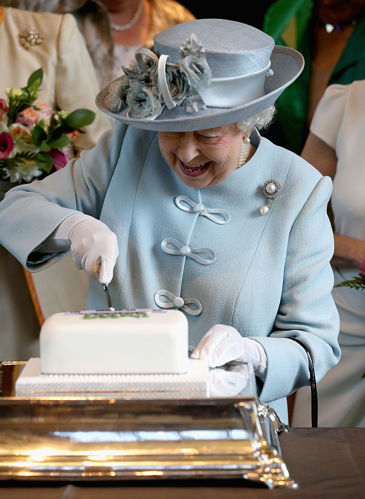queen-elizabeth-cake-blog1117.jpg