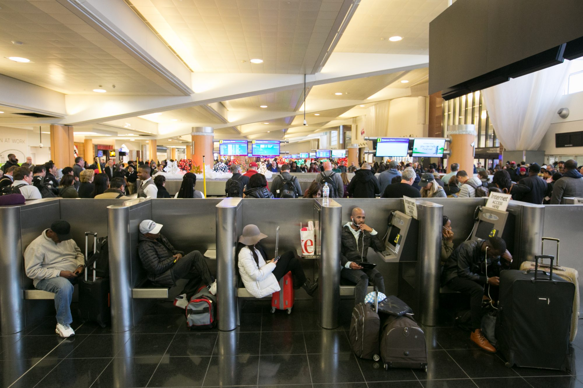 Hundreds Of Flights Cancelled After Power Outage At Atlanta Hartsfield Airport