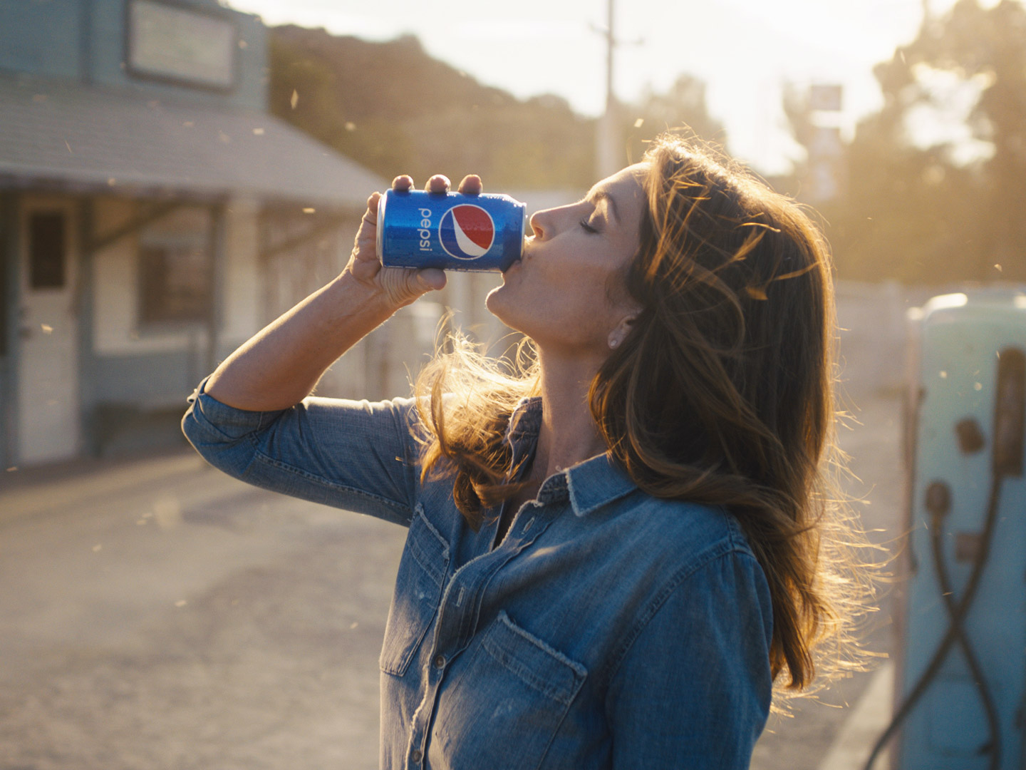 Cindy Crawford Teams Up with Pepsi for Super Bowl LII Advertisement