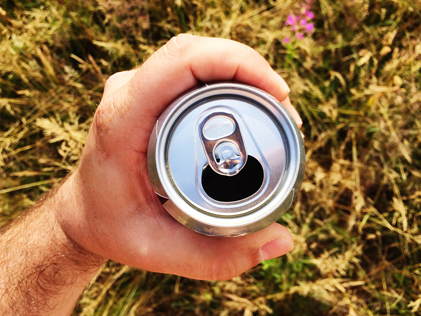 canned beverage protector