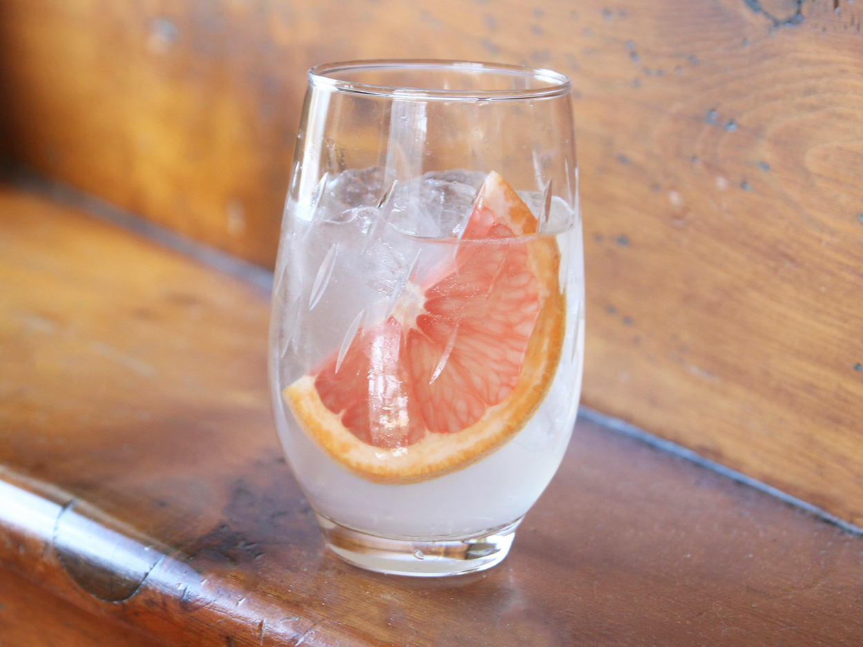 grapefruit in cocktail