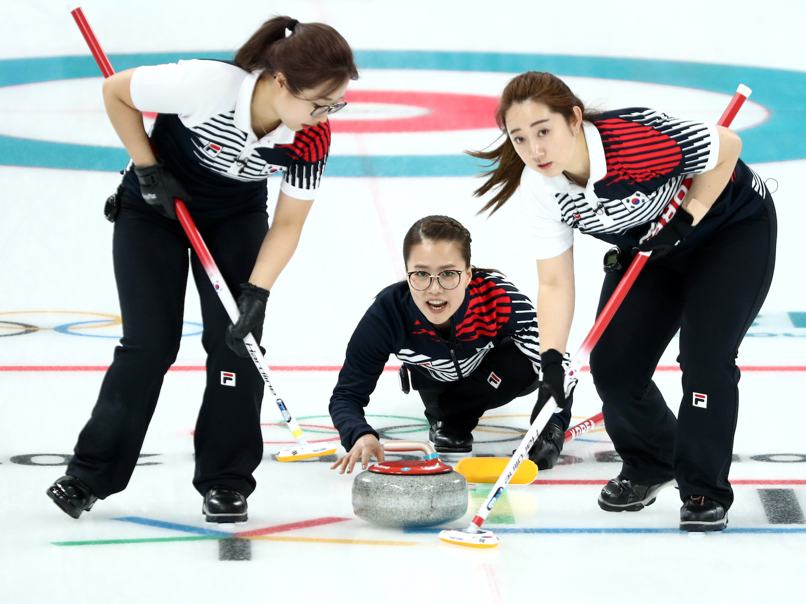 Korean women's curling team beats Japan to advance to finals