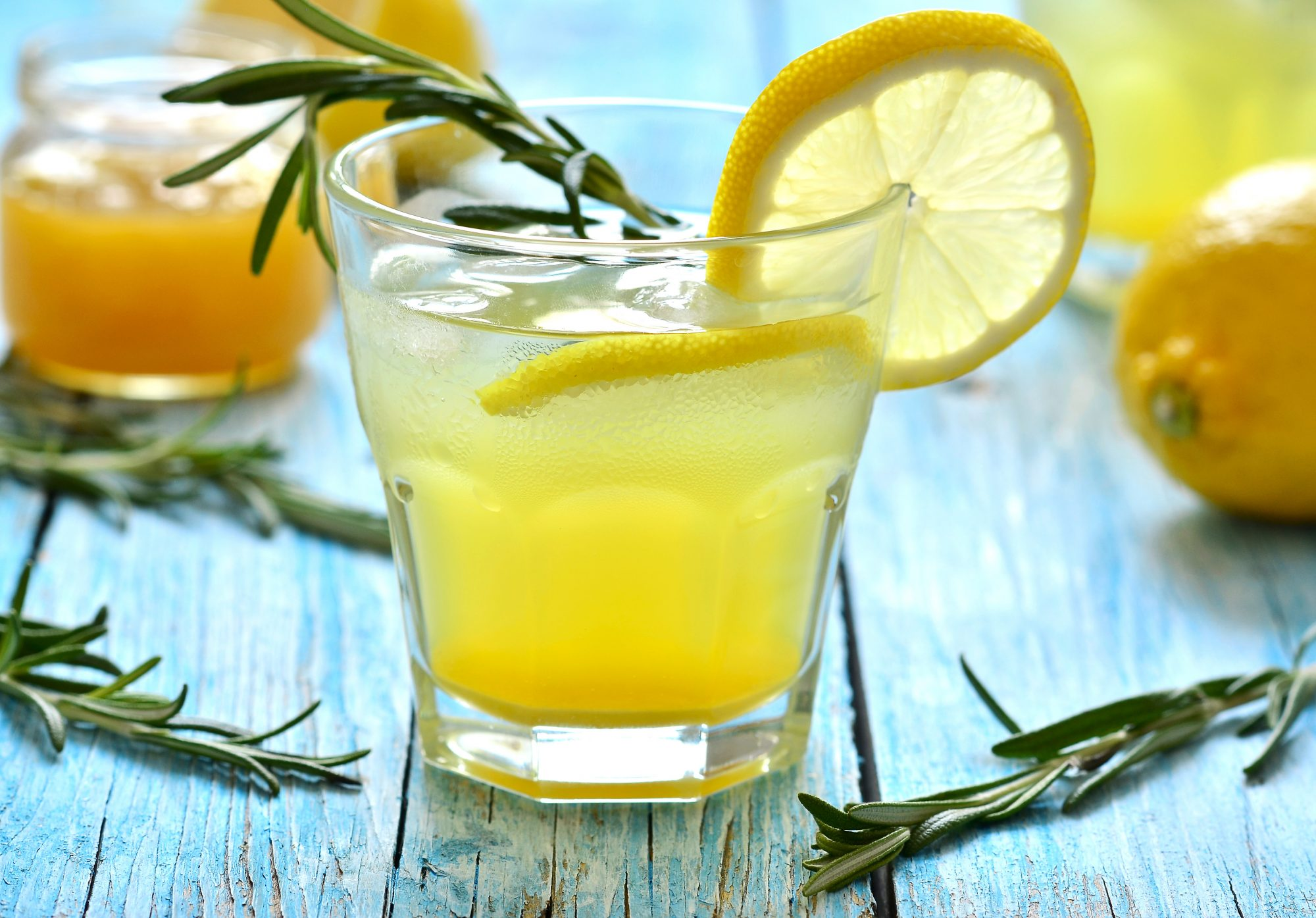 Lemon fizz drink in a glass.