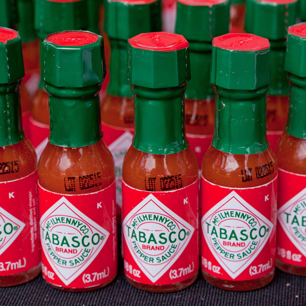 EW4E7J Promotional bottles of Tabasco chili pepper sauce - USA