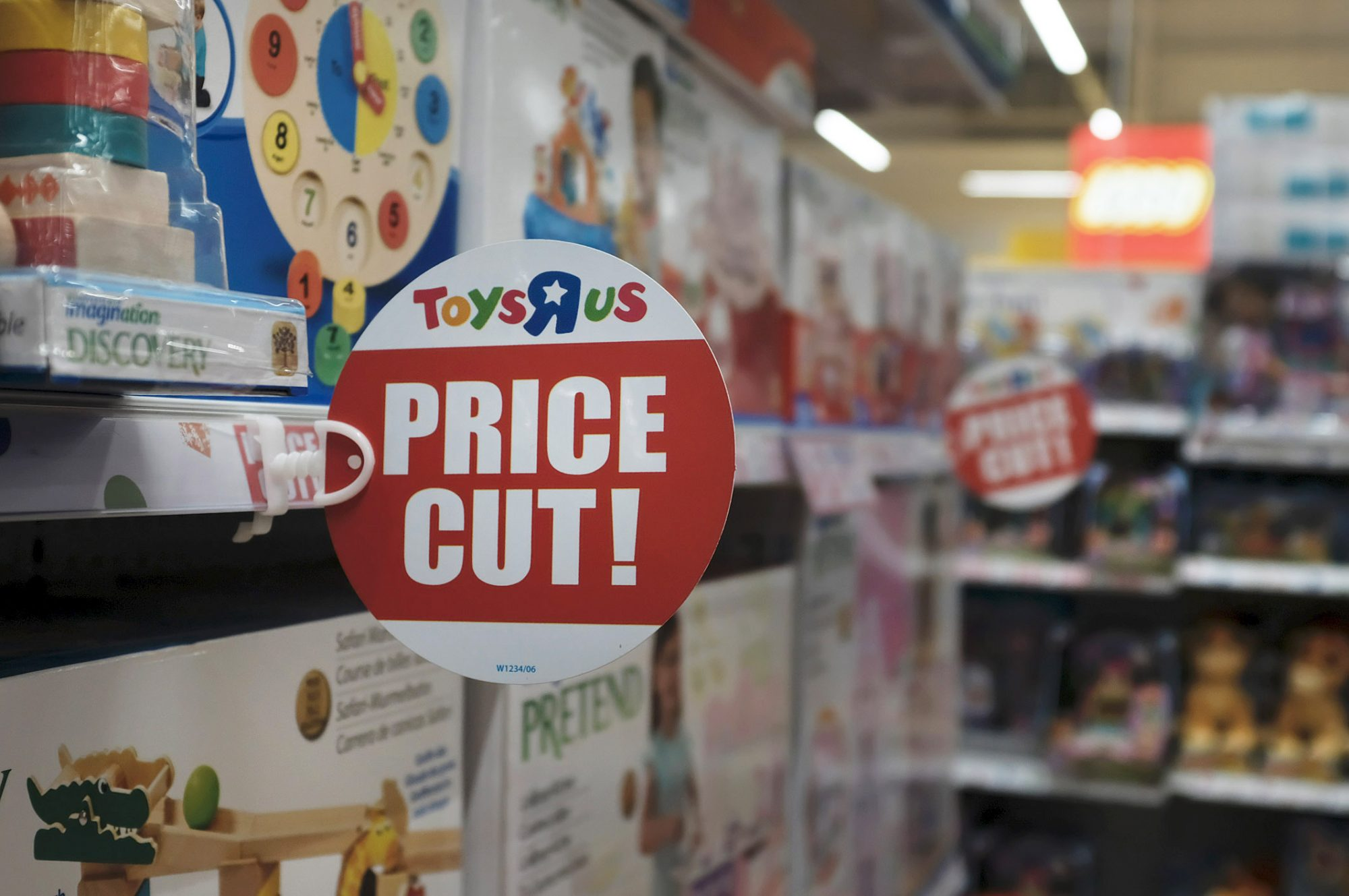 Bed Bath & Beyond Will Accept Your Toys 'R' Us Gift Cards. But Only Until Tomorrow