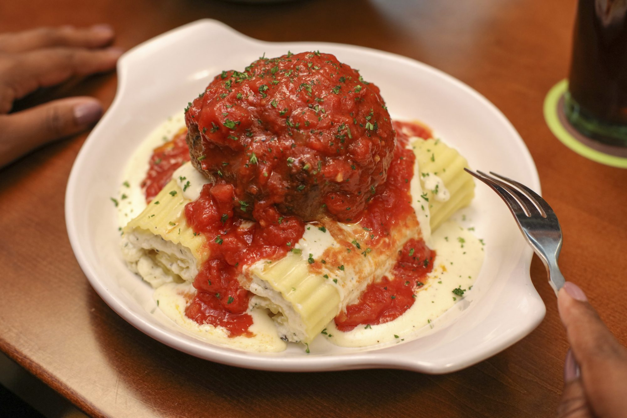 We Tried Olive Garden 39 S New Giant Meatball Food Wine