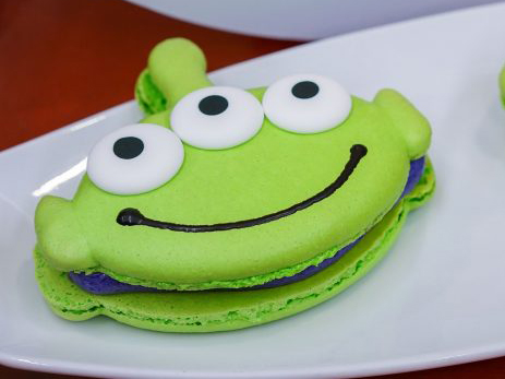 pixar-fest-alien-macaroon-FT-BLOG0418.jpg