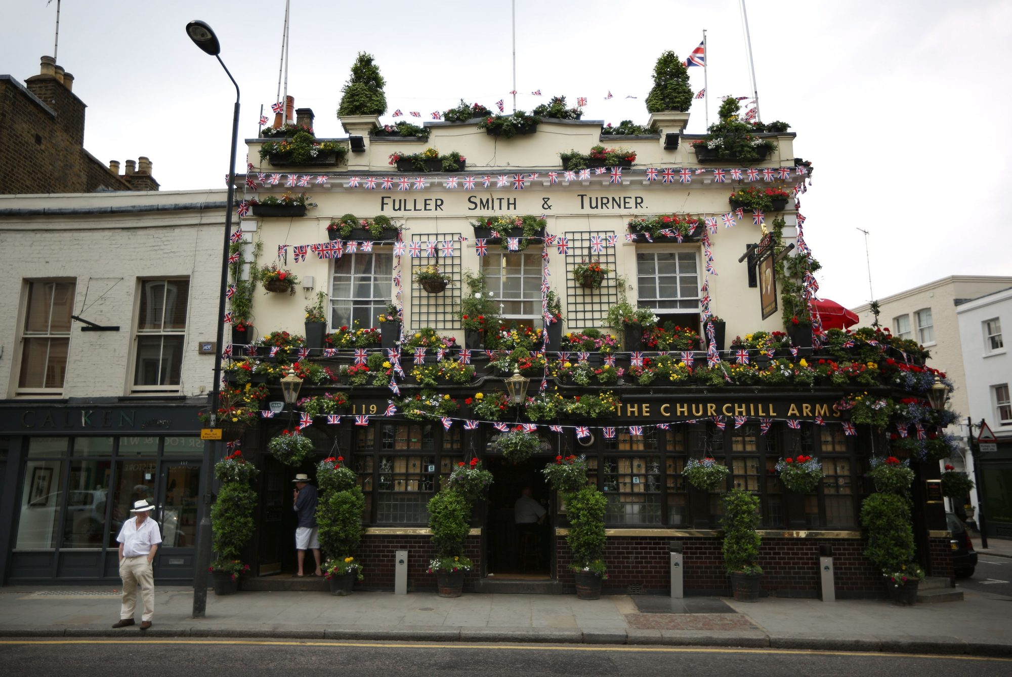 The Classic British Pub Tries to Survive in Challenging Times