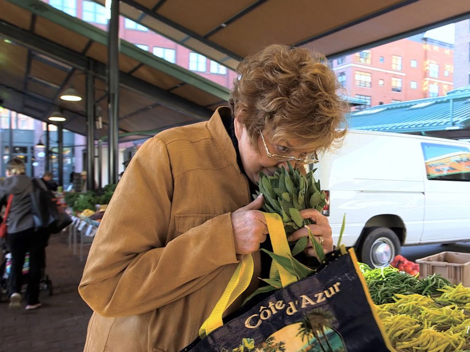 Lynne at a Farmer's Market