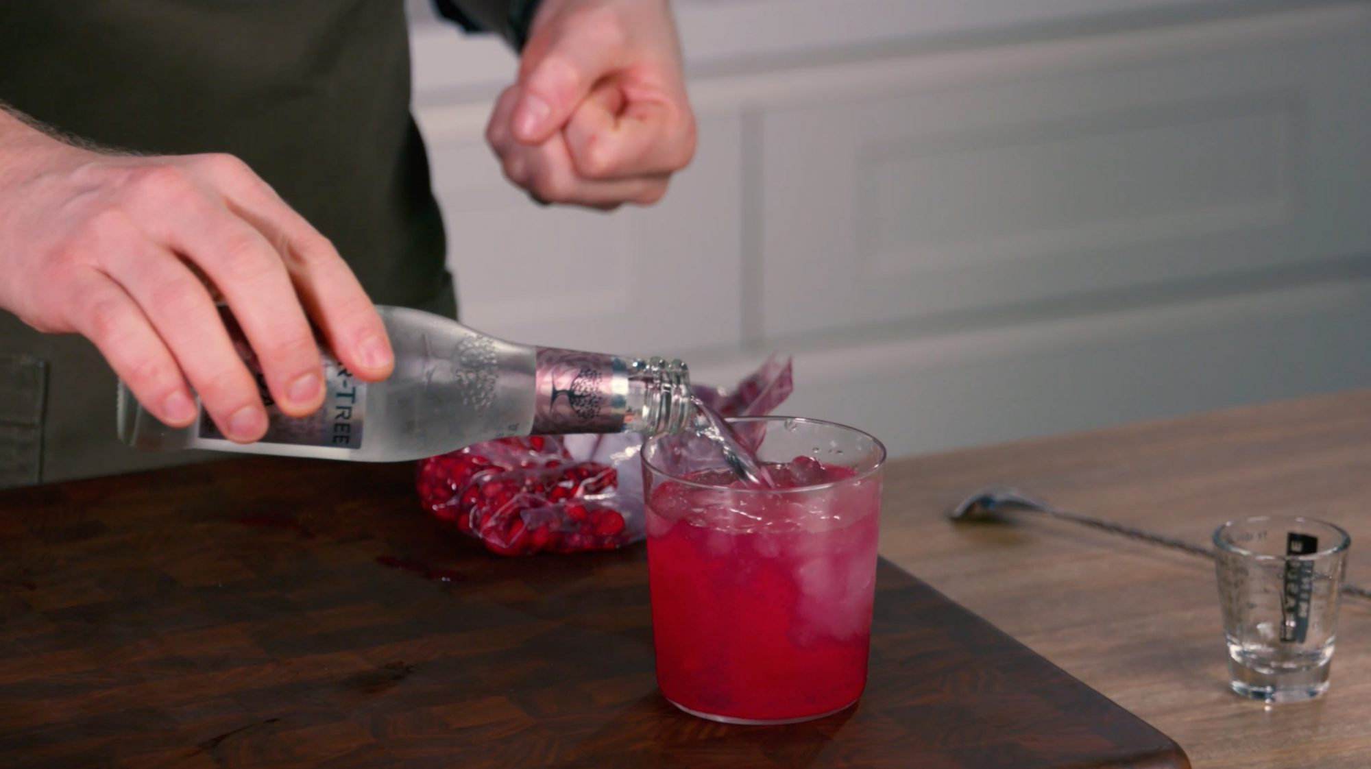 How to Juice a Pomegranate Without Making a Mess