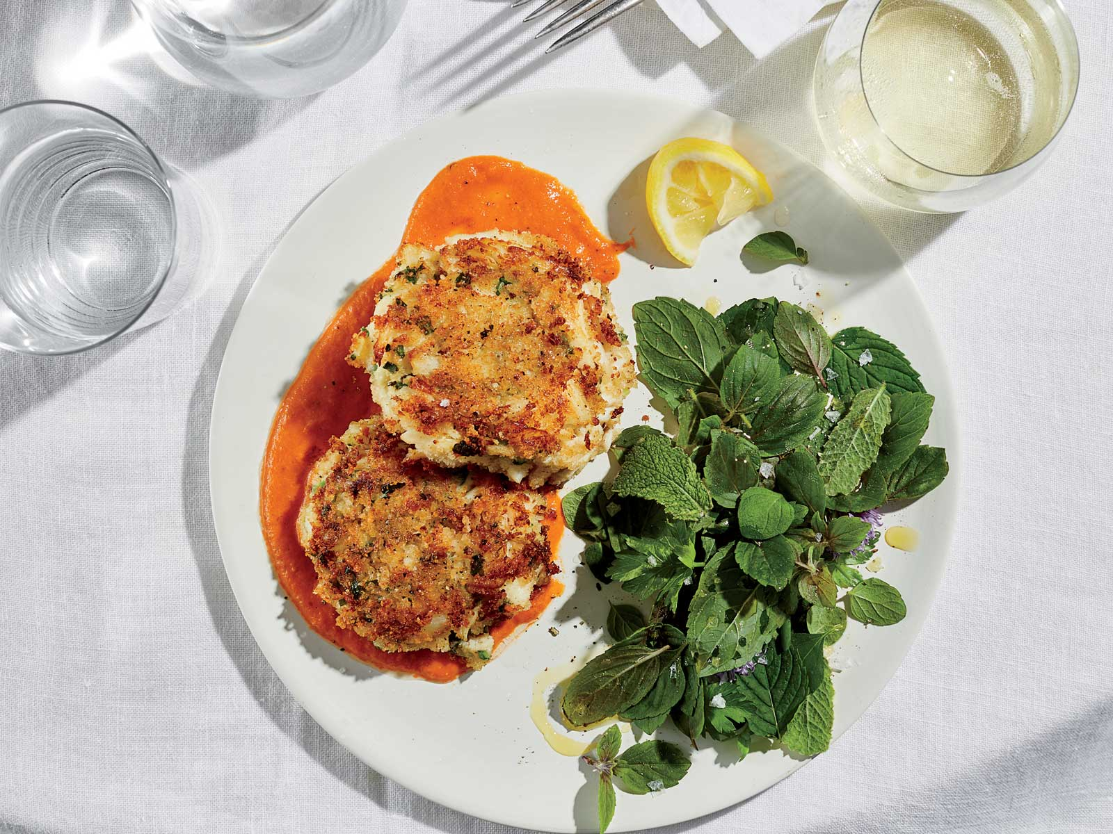 Crispy crab cakes with tomato butter
