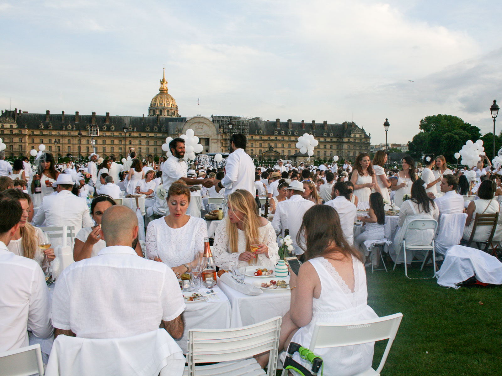 I Ate at Paris's Dîner en Blanc, the 30th Anniversary of the Secretive Pop-Up Dinner Party