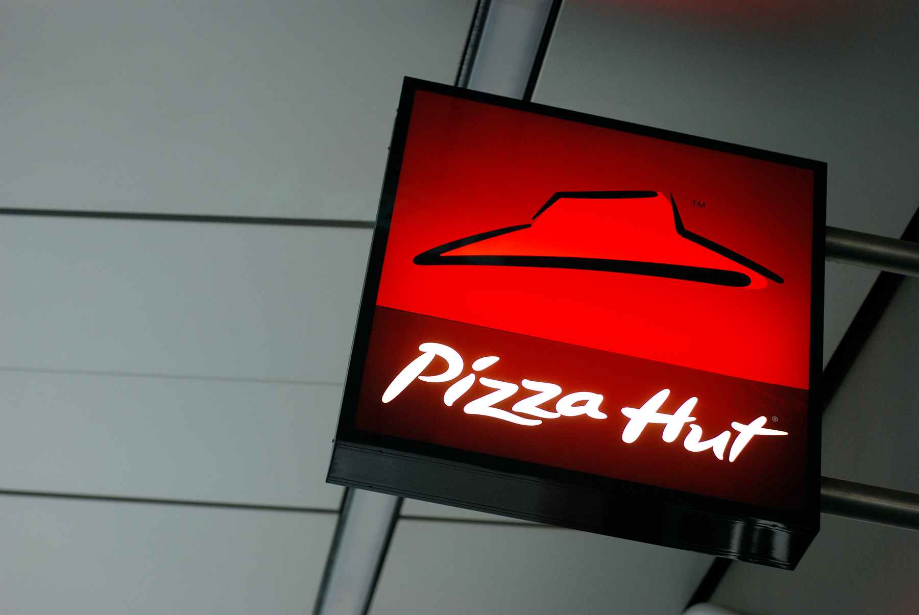 Pizza Hut Promises to Remove Antibiotics From Chicken Wings by 2022