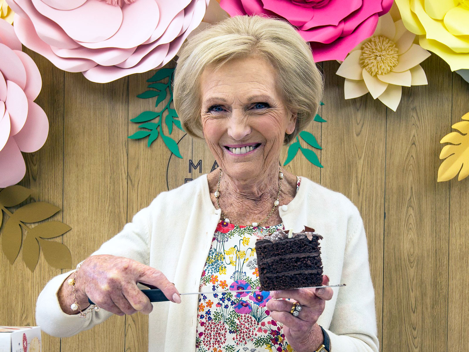 Even Mary Berry Takes Shortcuts on Sponge Cake