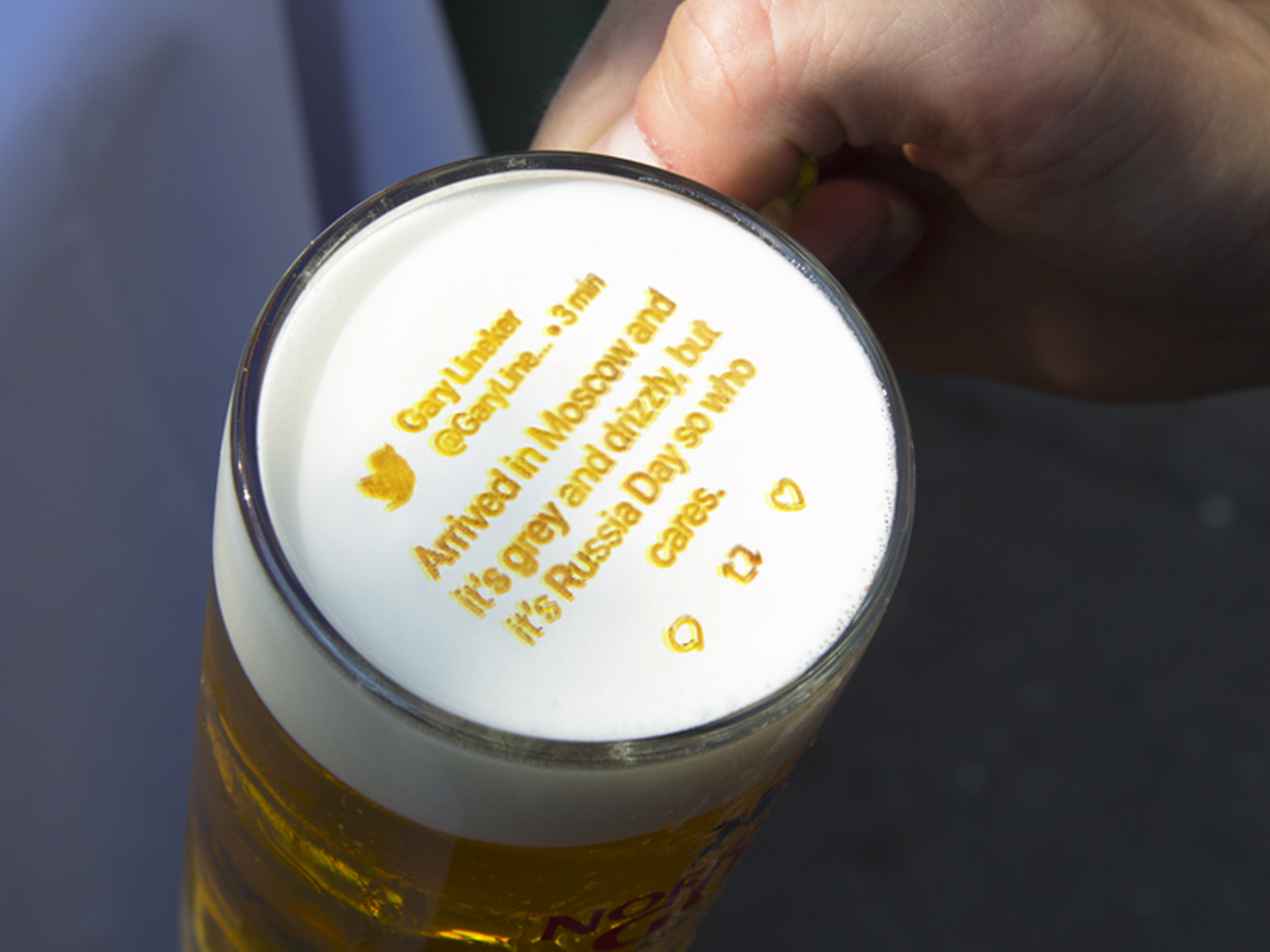 This Machine Will Print Live Tweets on Beer Foam So Drinkers Can Pay Attention to the World Cup