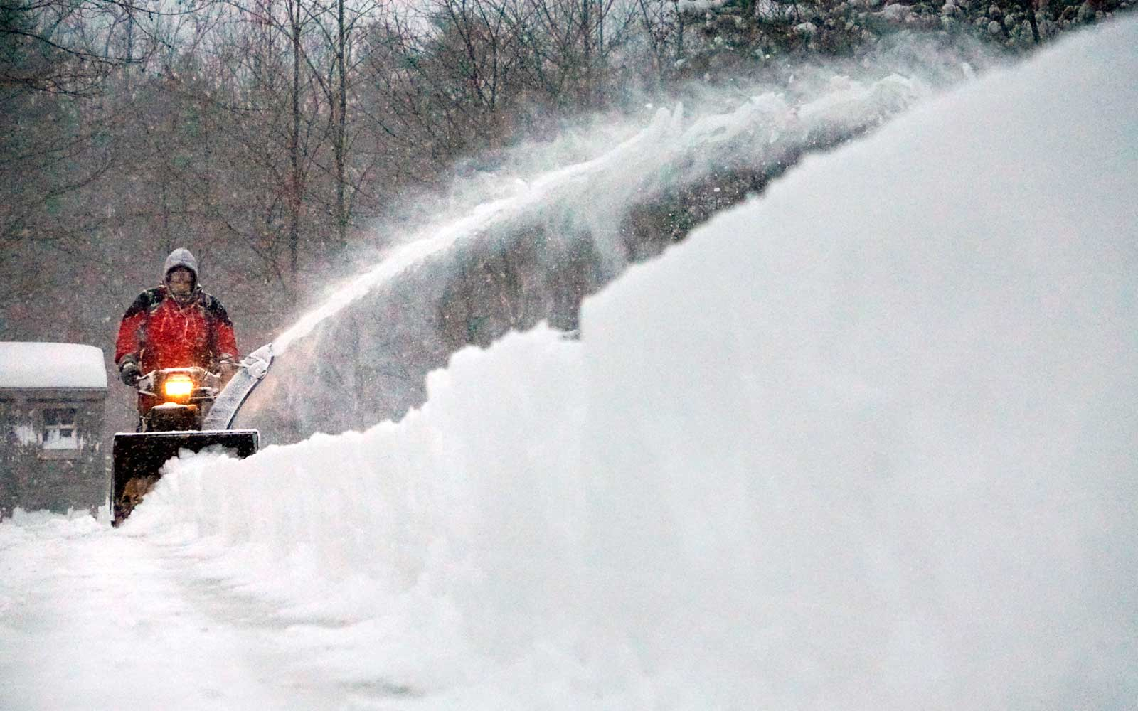 Nor'easter snow storm blows through Maine