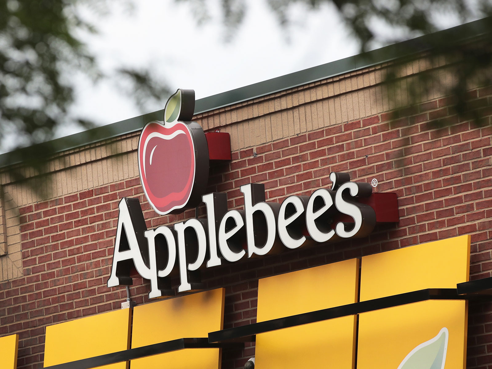Applebee's $2 Oktoberfest Drink Special for September Is Here