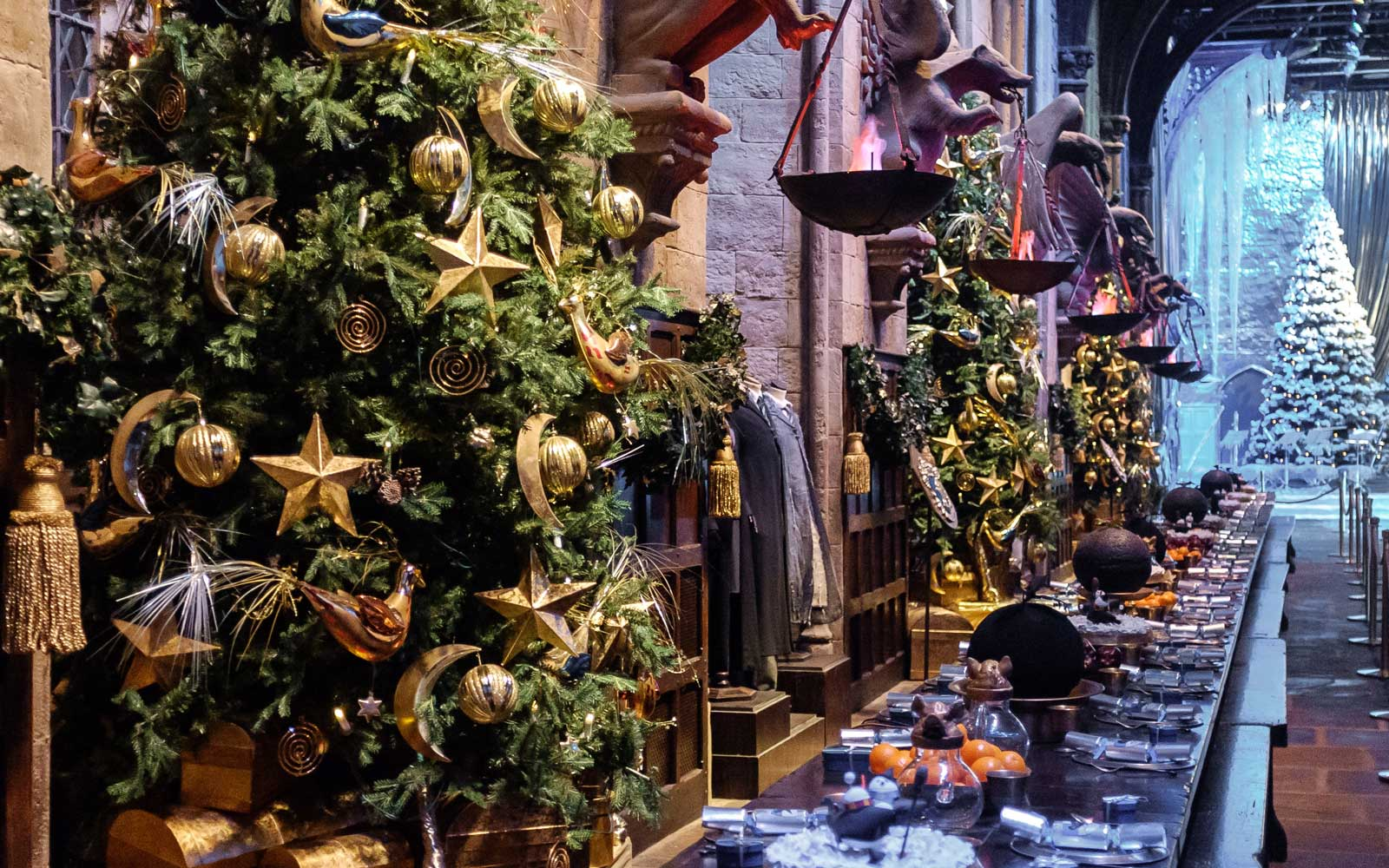 Christmas decorations in the Great Hall at Hogwarts on the Warner London Studio Tour