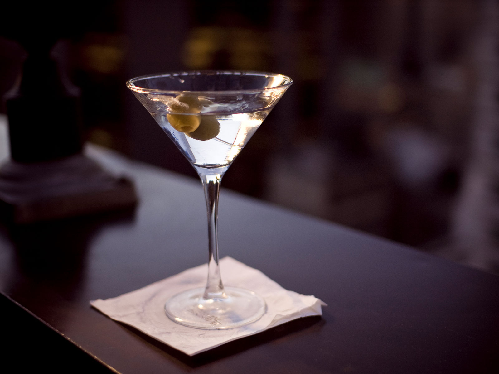 The Art of Throwing Cocktails Makes a Comeback