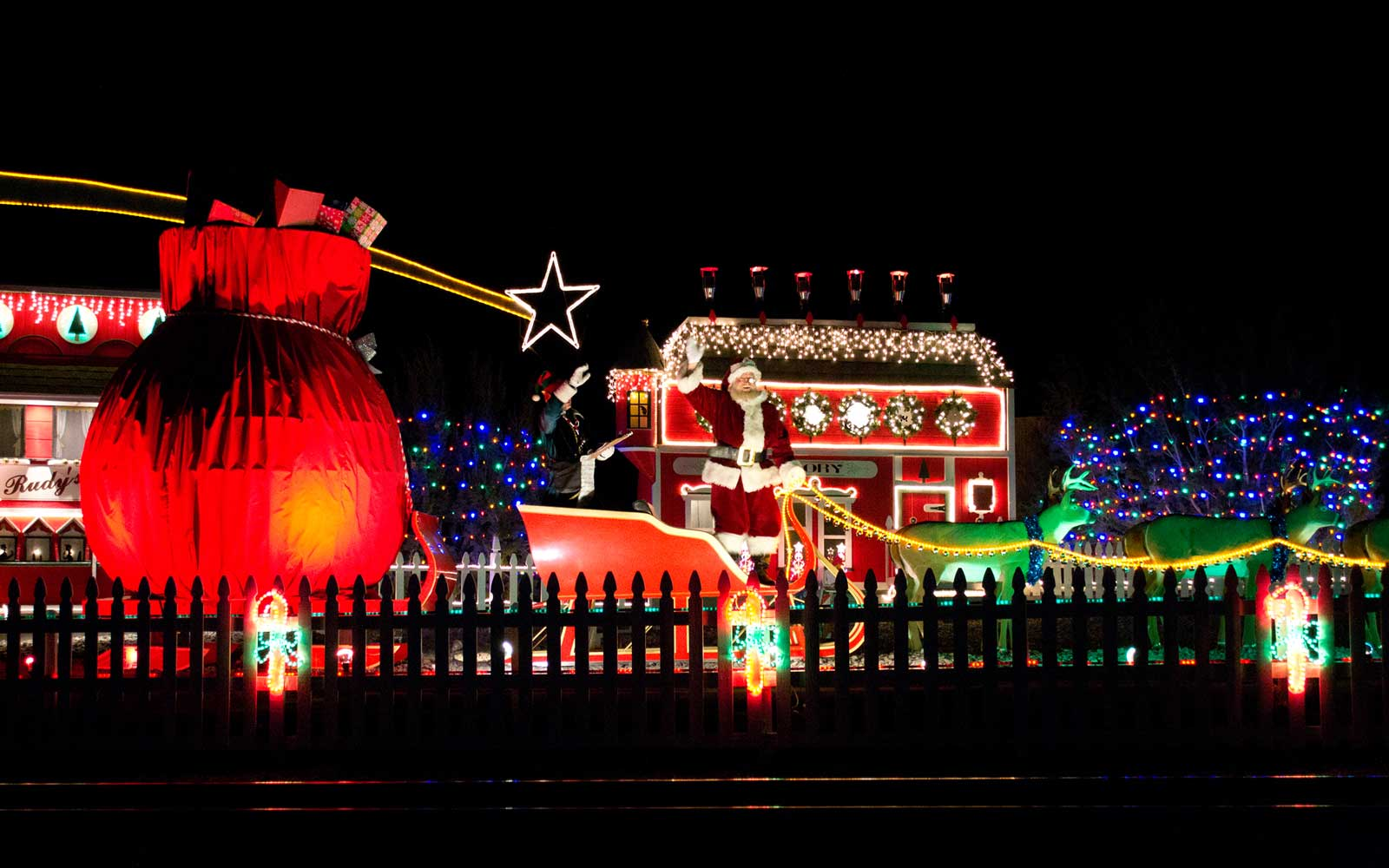 16 Festive Train Rides You Can Take For the Holidays