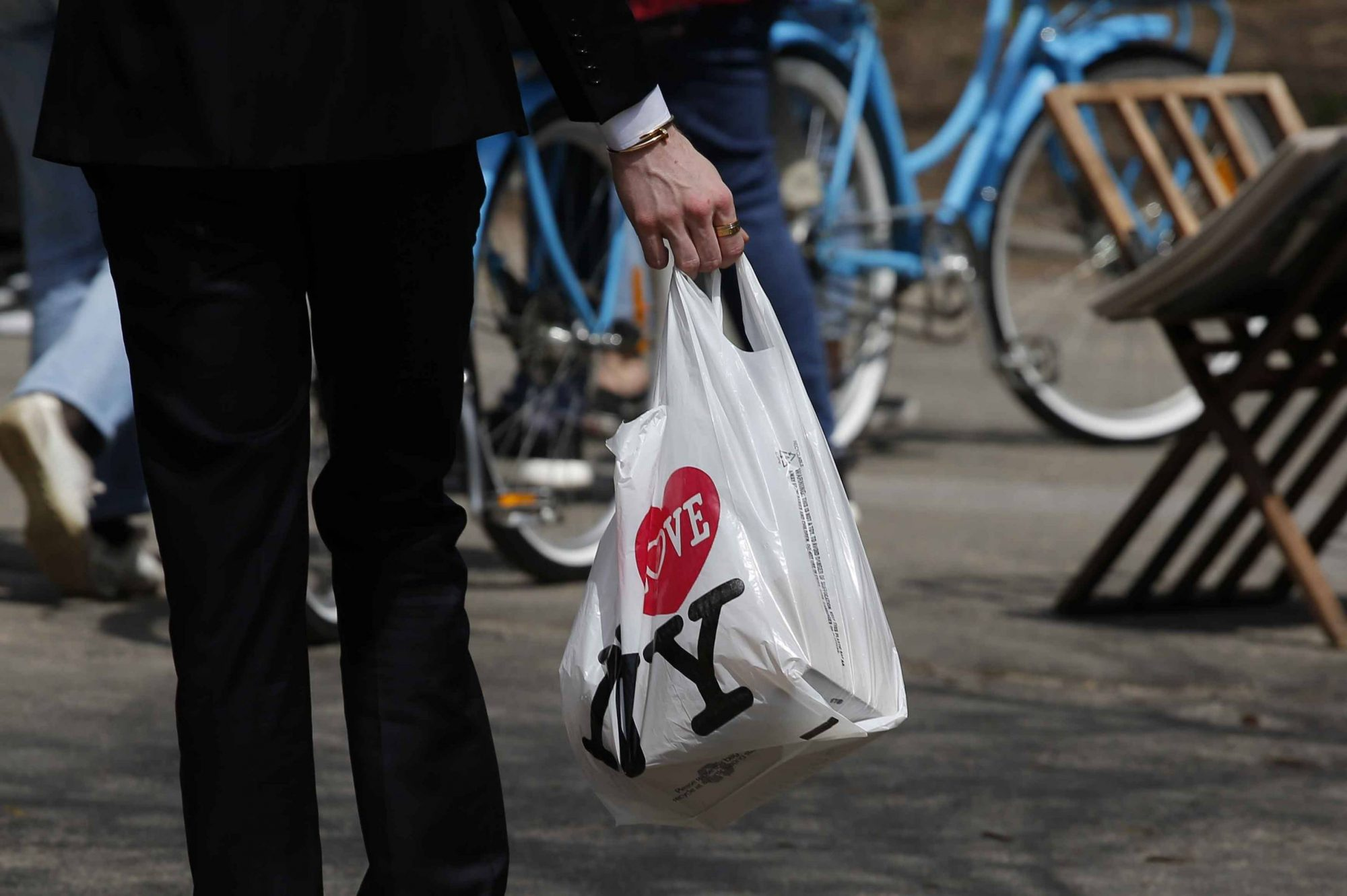 New York's Governor Cuomo Wants to Ban Single-Use Plastic Bags