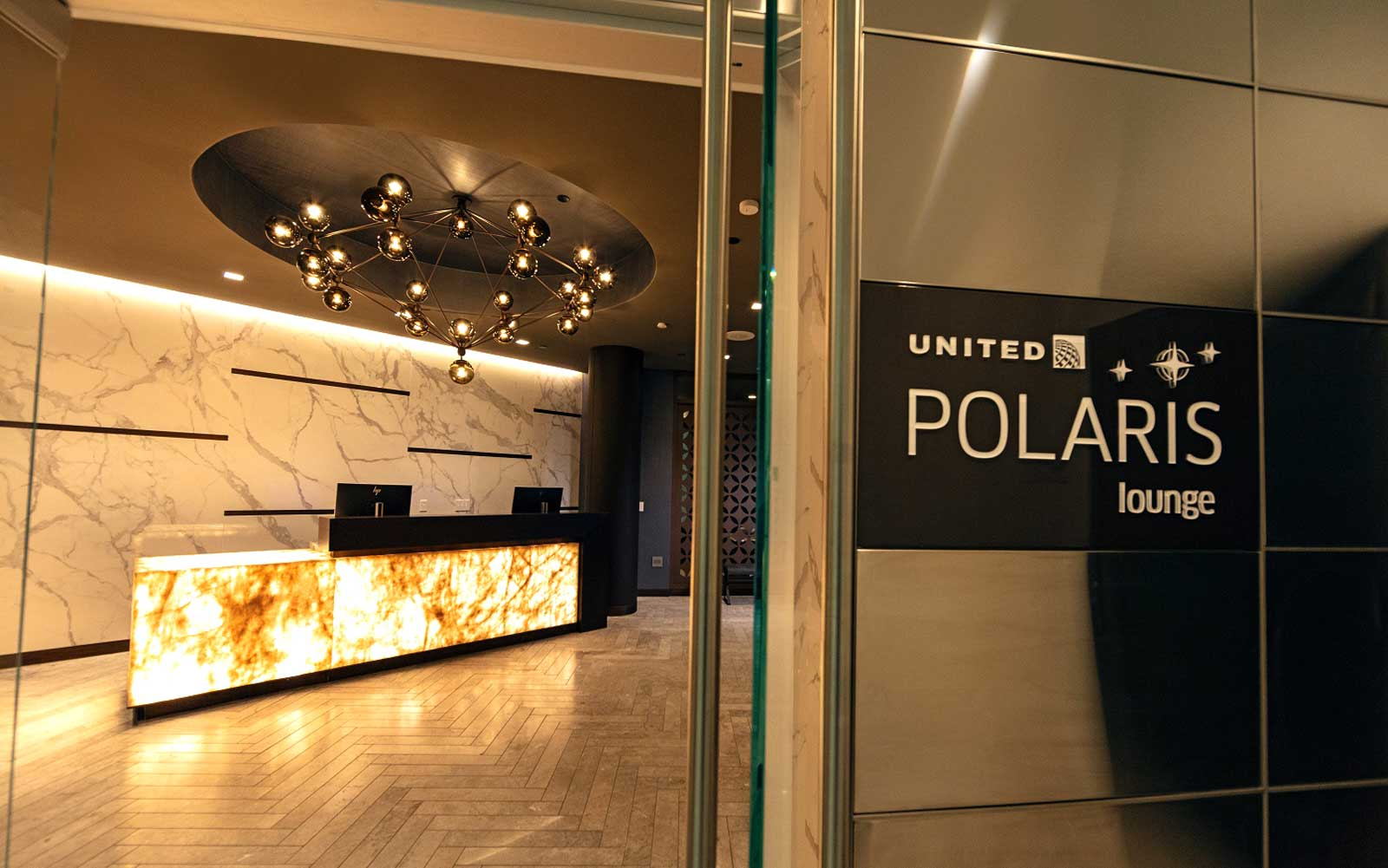 United's New Polaris Lounge at LAX Is Basically a Spa but With Tacos and Wine