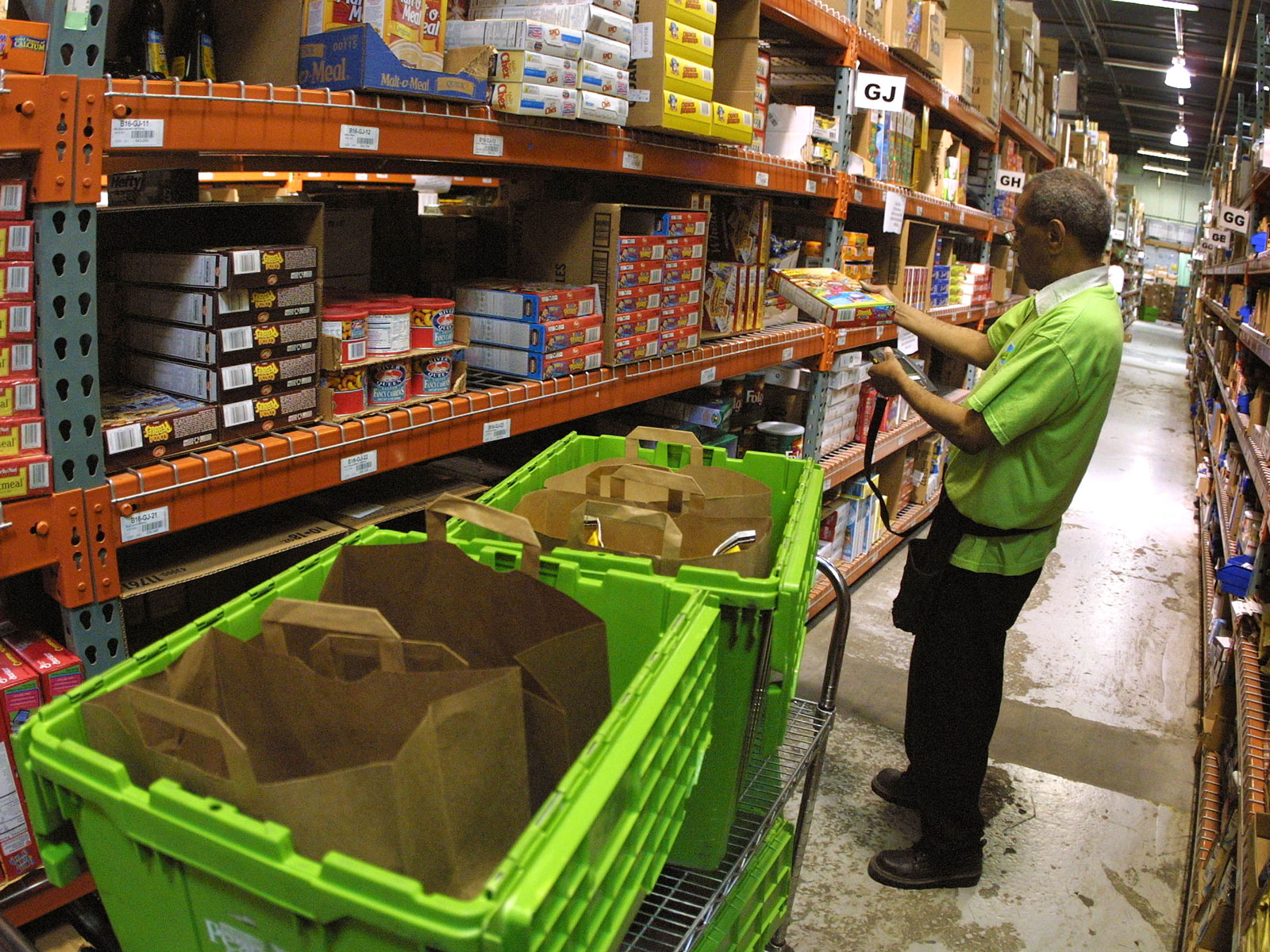 Why Online Grocery Shopping Isn't Booming (Yet)
