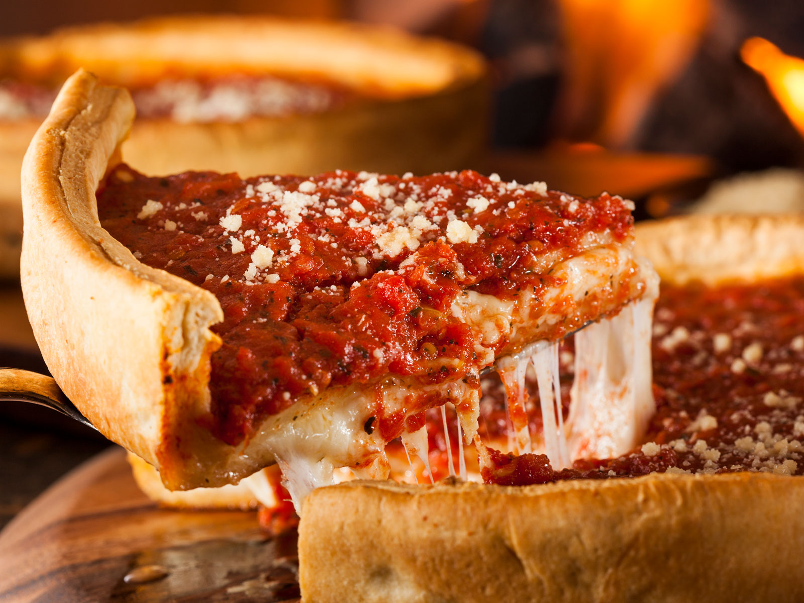 Iconic Chicago Deep Dish Spot Heads to Los Angeles