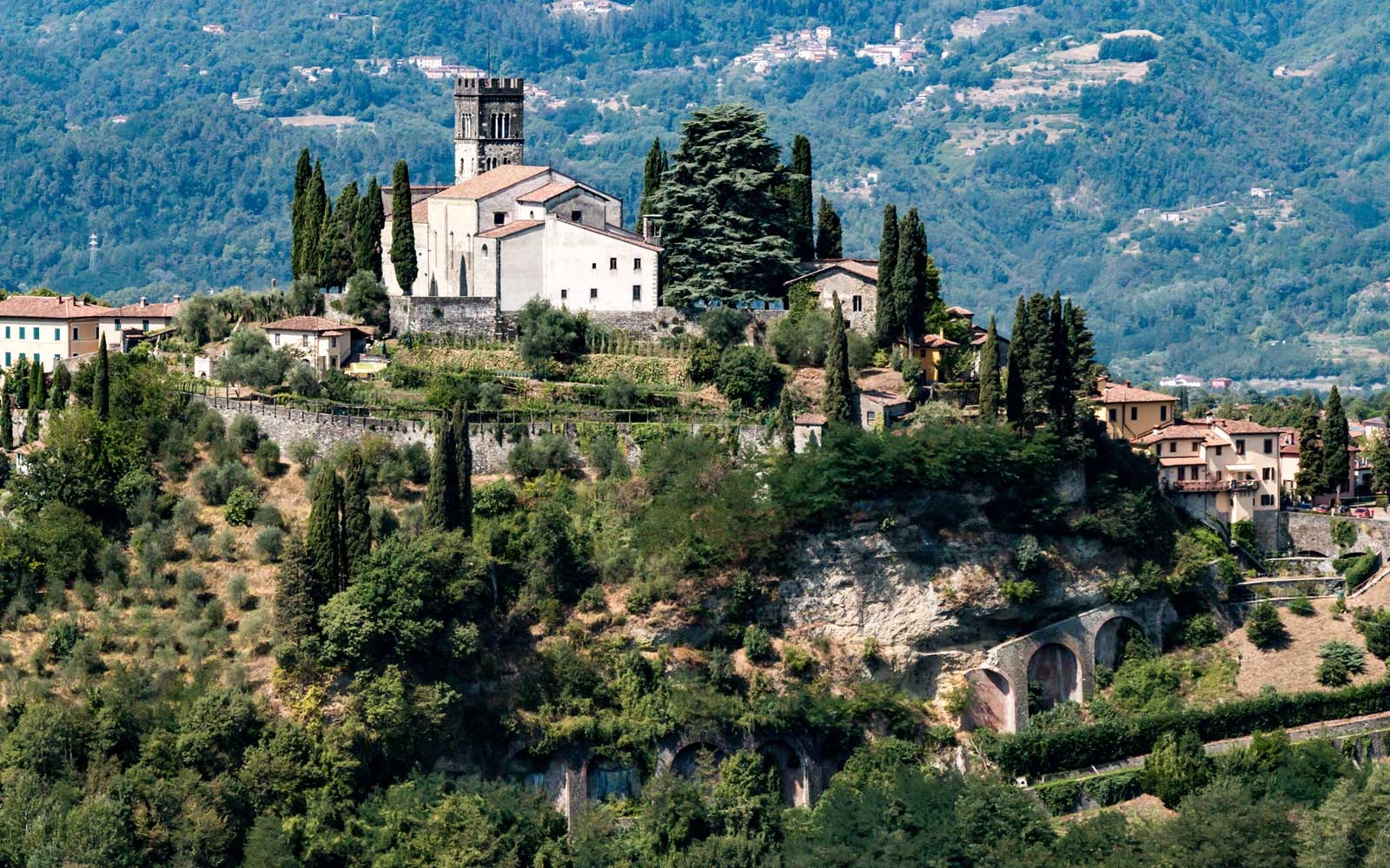 These Ancient Italian Towns Have All the Tuscan Beauty and None of the Crowds