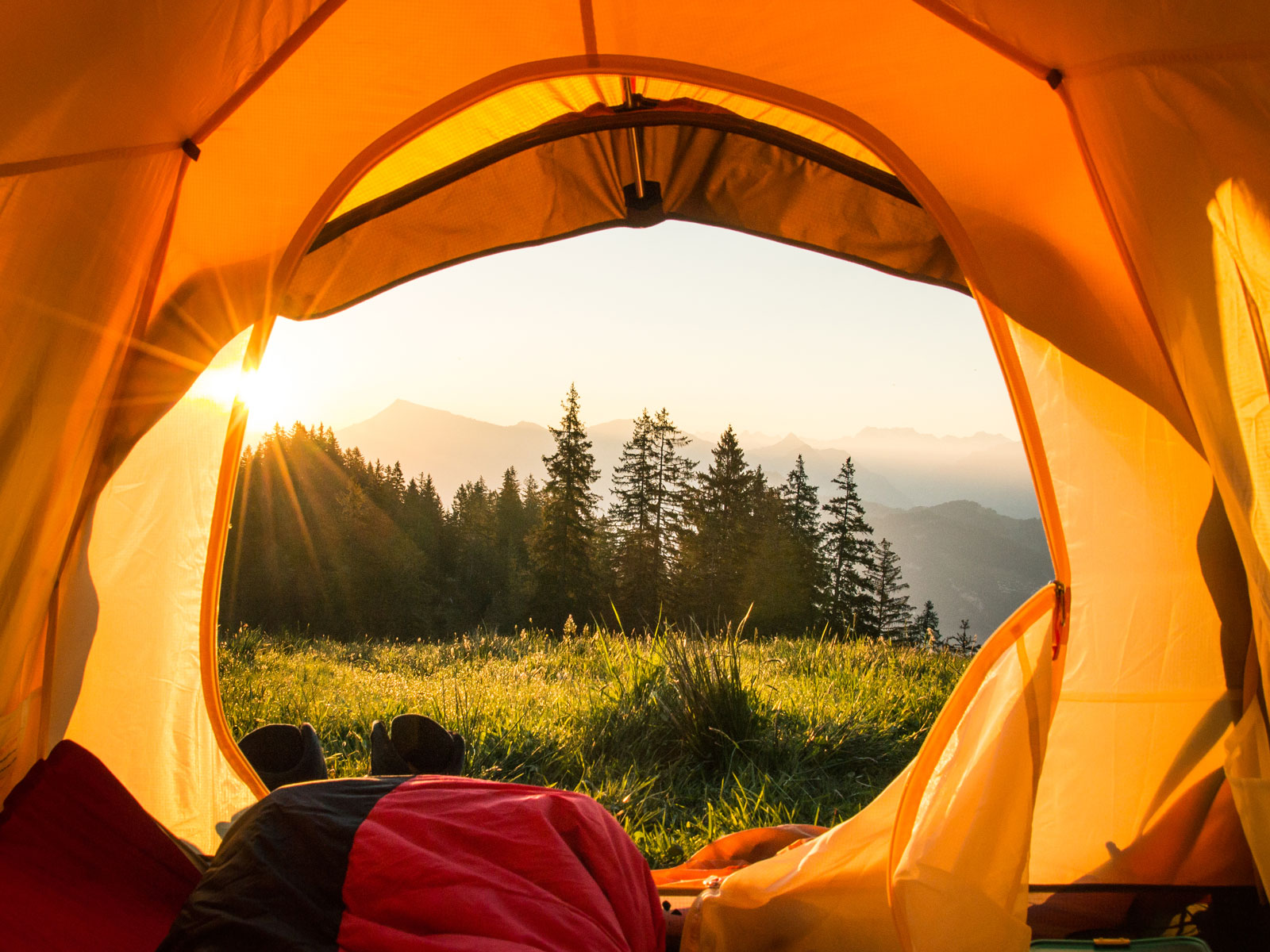9 Handy Gifts for Dads Who Love to Camp