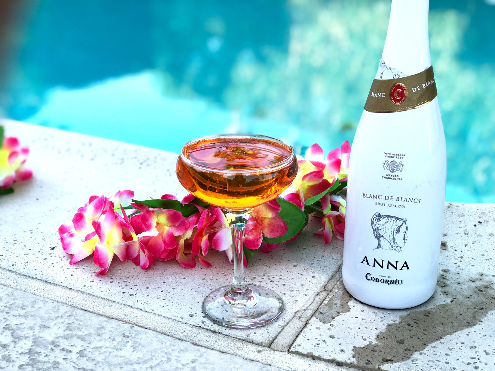 3 Simple Sparkling Cocktail Recipes for Your Poolside Drinking Pleasure