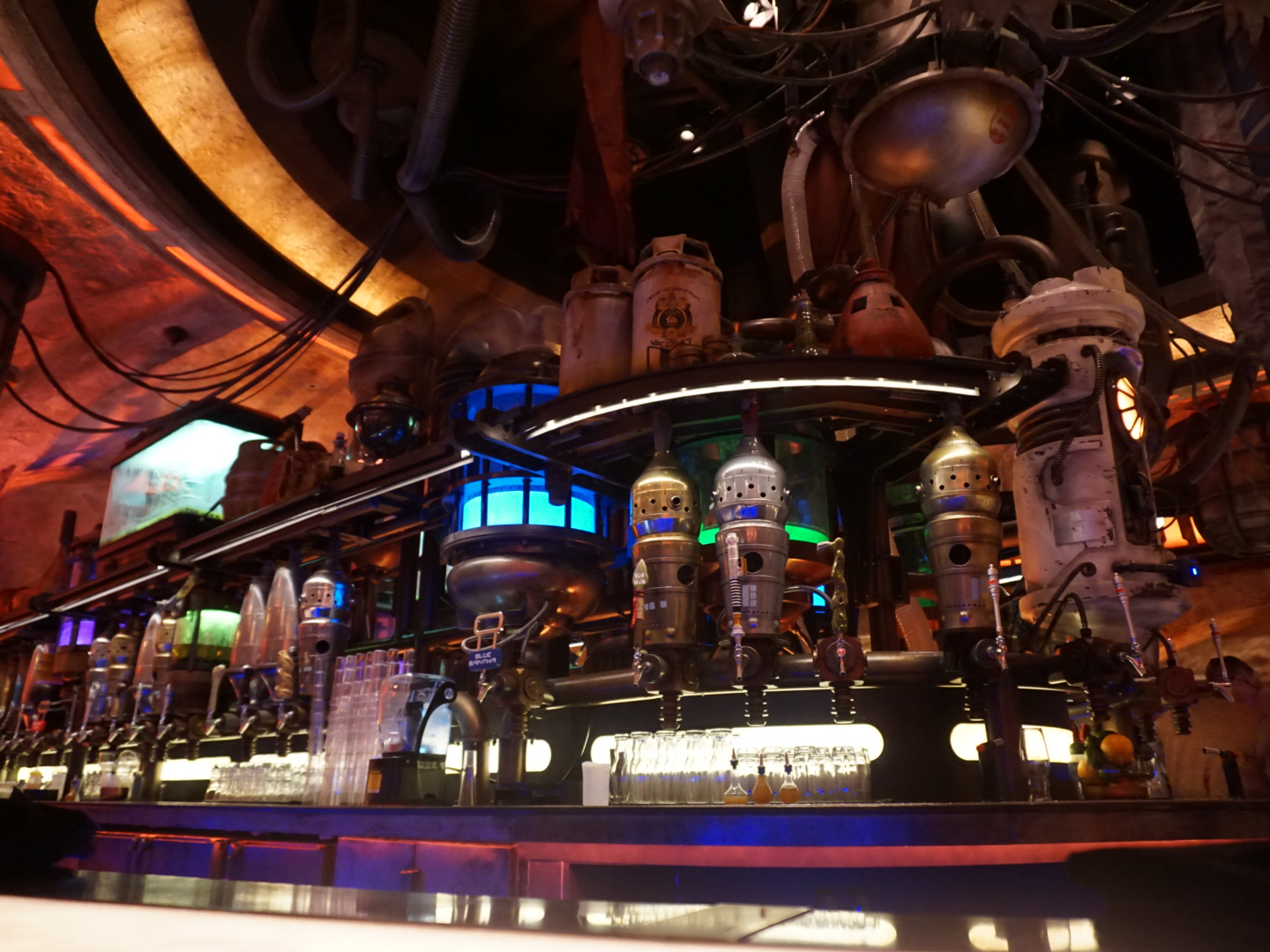Star Wars: Galaxy's Edge Is Now Open, so We Tried Everything on the Menu
